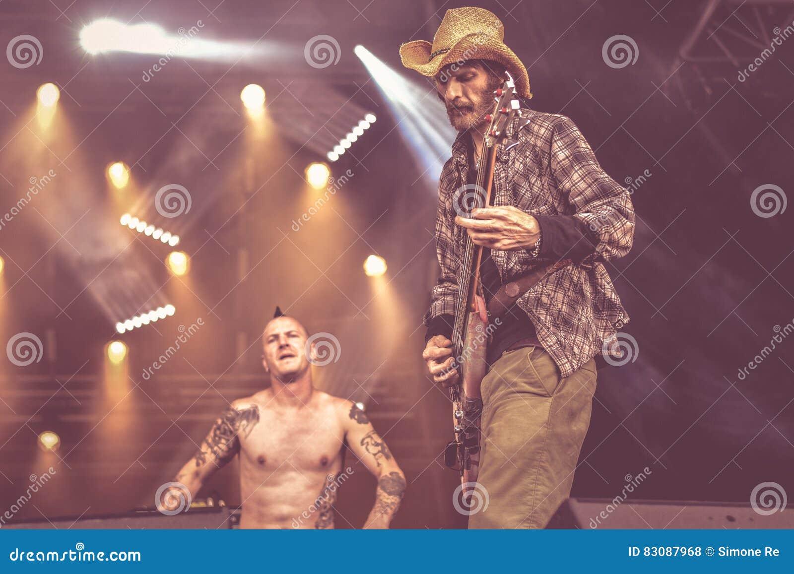 Ζωντανή συναυλία 2016 ζωνών απαλλαγής πανκ σκληροπυρηνική