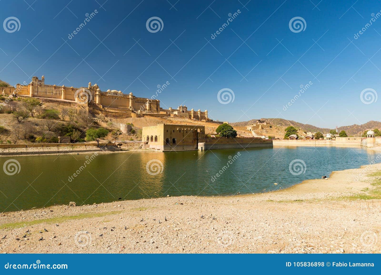 Ηλέκτρινο οχυρό, διάσημος προορισμός ταξιδιού στο Jaipur, Rajasthan, Ινδία Το εντυπωσιακές τοπίο και η εικονική παράσταση πόλης
