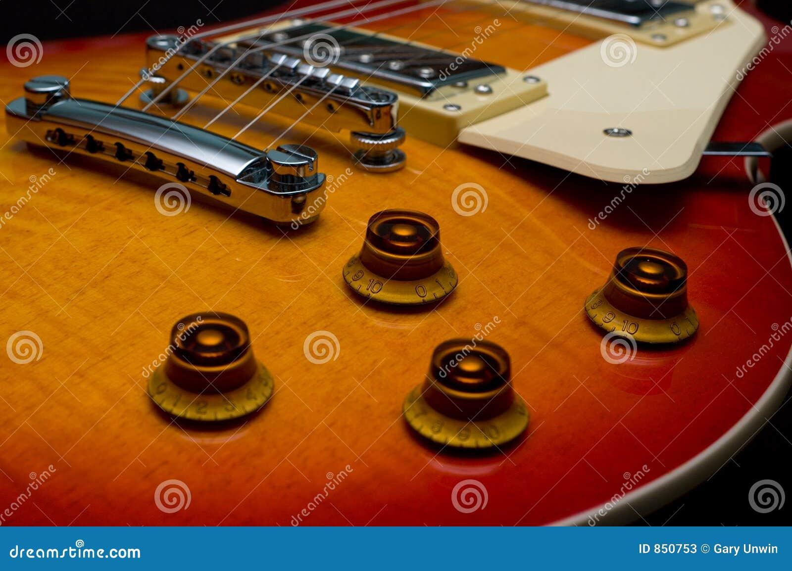 ηλεκτρική κιθάρα κινηματ&omi