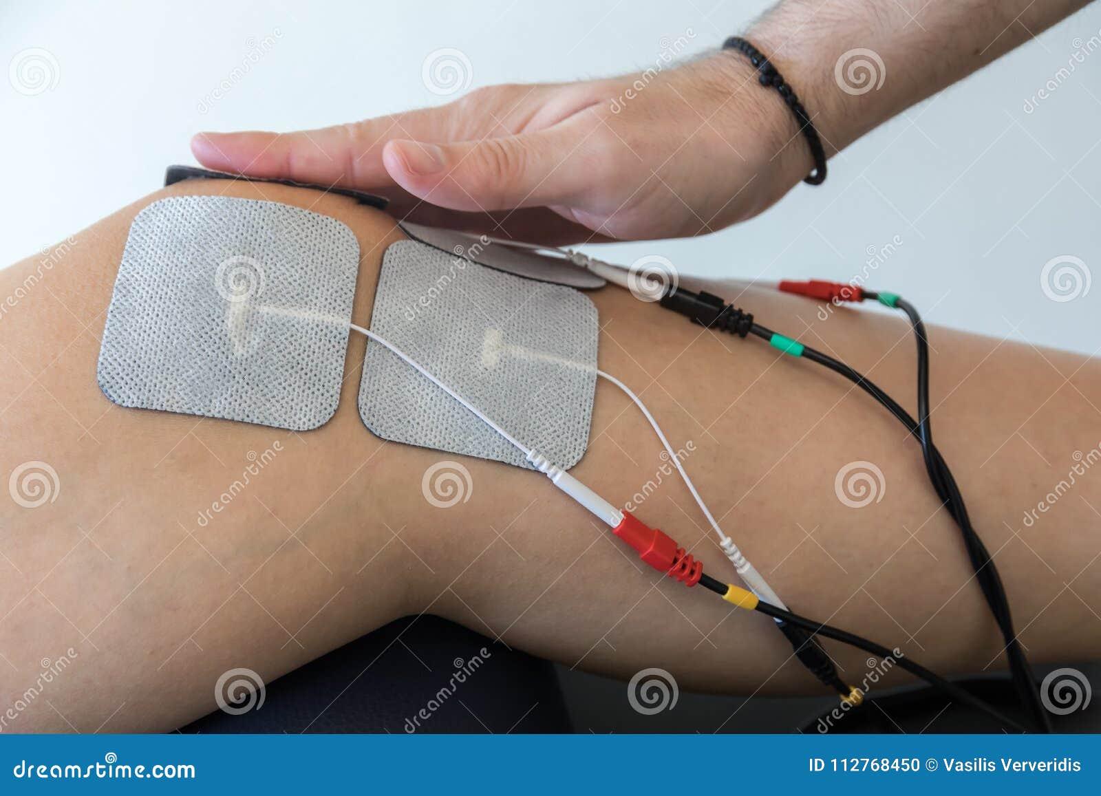 Ηλεκτρονική θεραπεία στο γόνατο που χρησιμοποιείται για να μεταχειριστεί τον πόνο