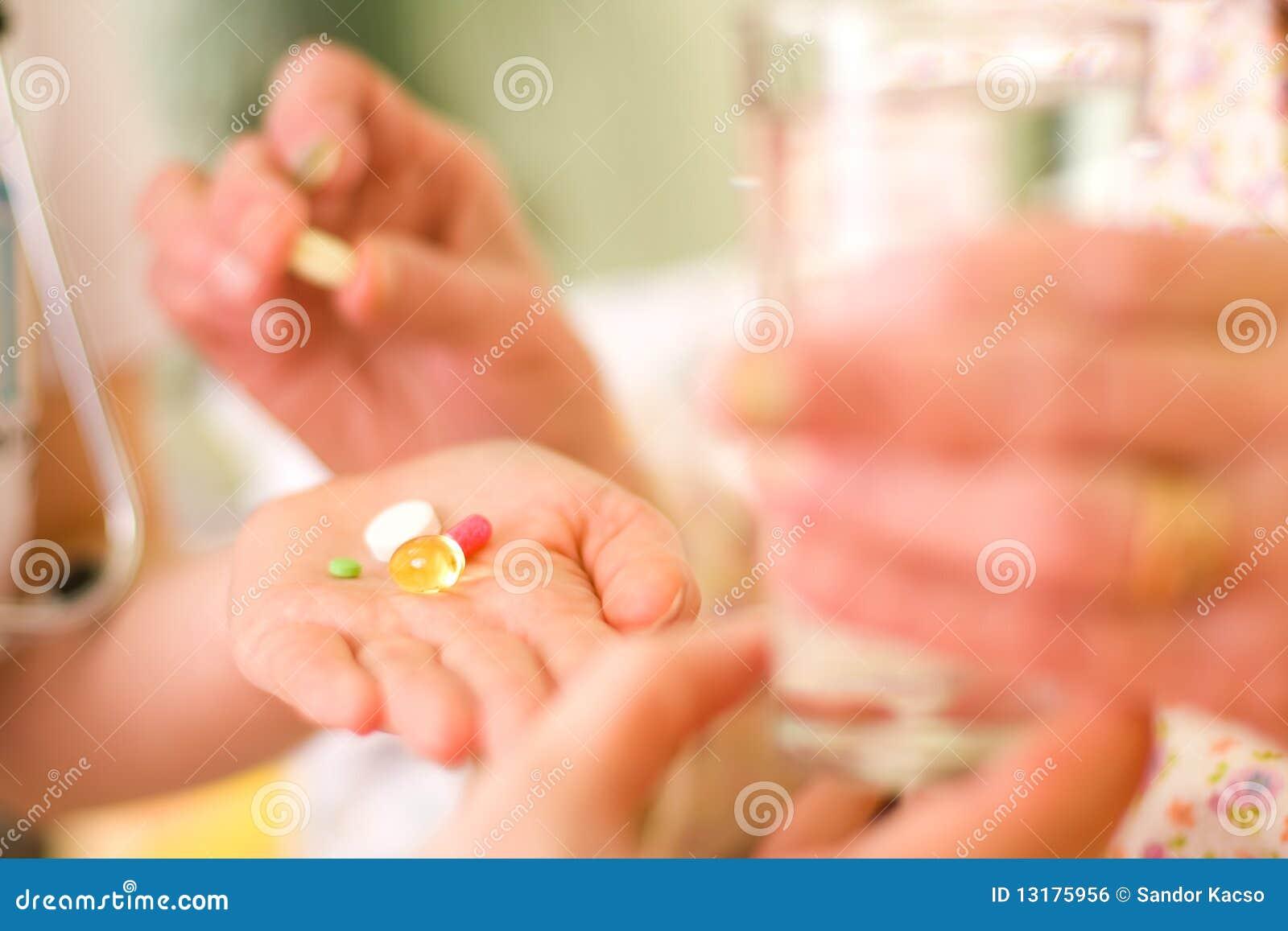 ηλικιωμένη γυναίκα φαρμάκ&ome