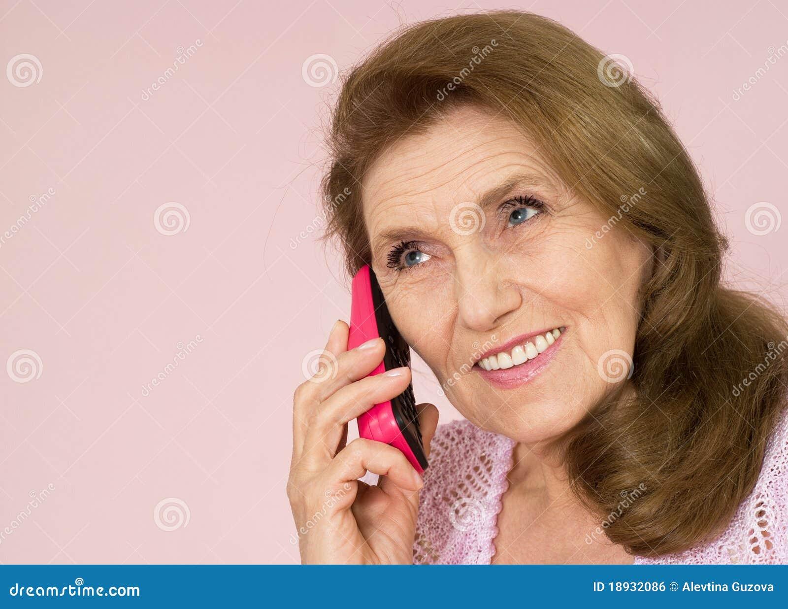 ηλικιωμένη τηλεφωνική όμο&rho