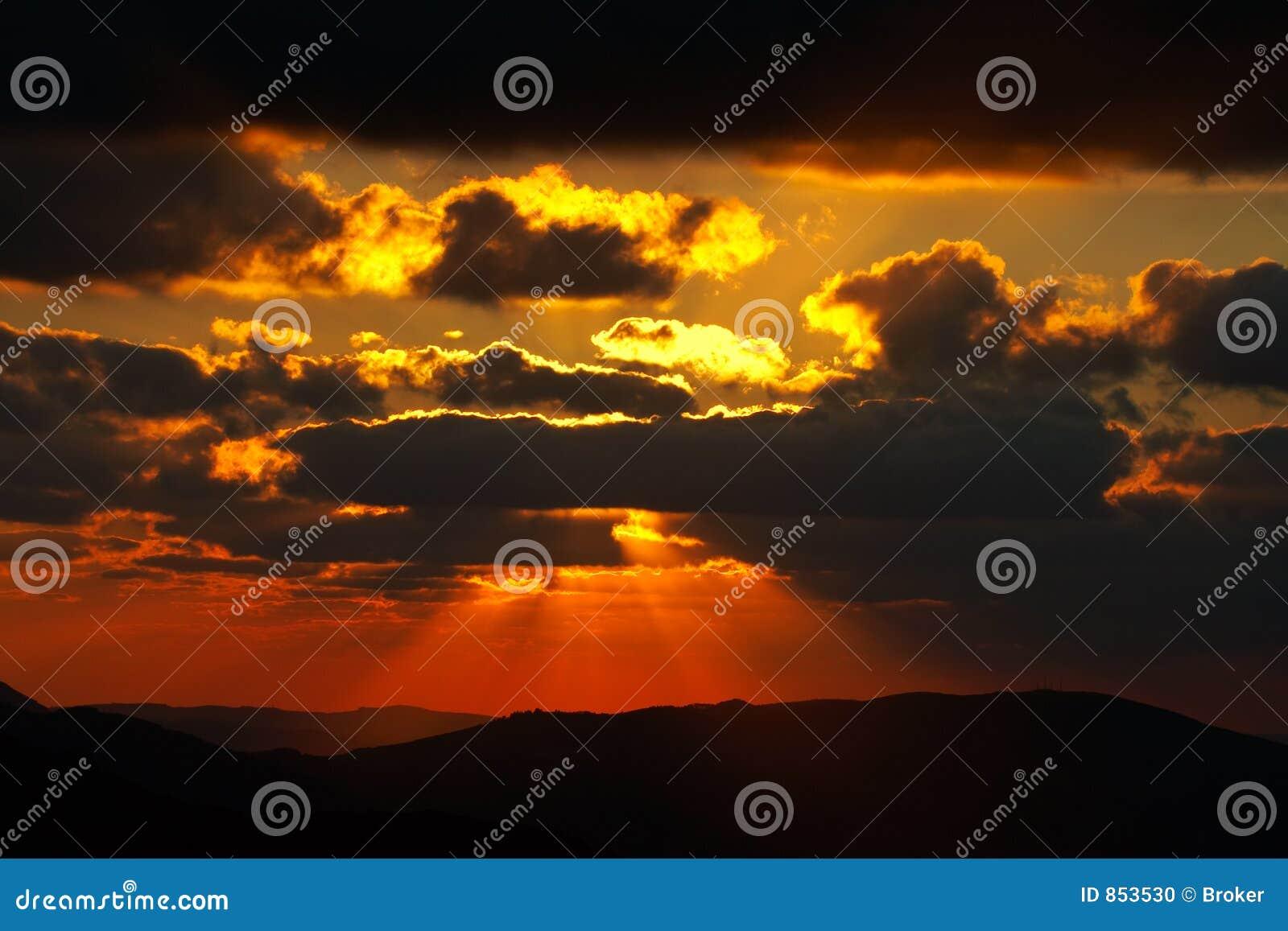 ηλιοβασίλεμα άνοιξης εποχής