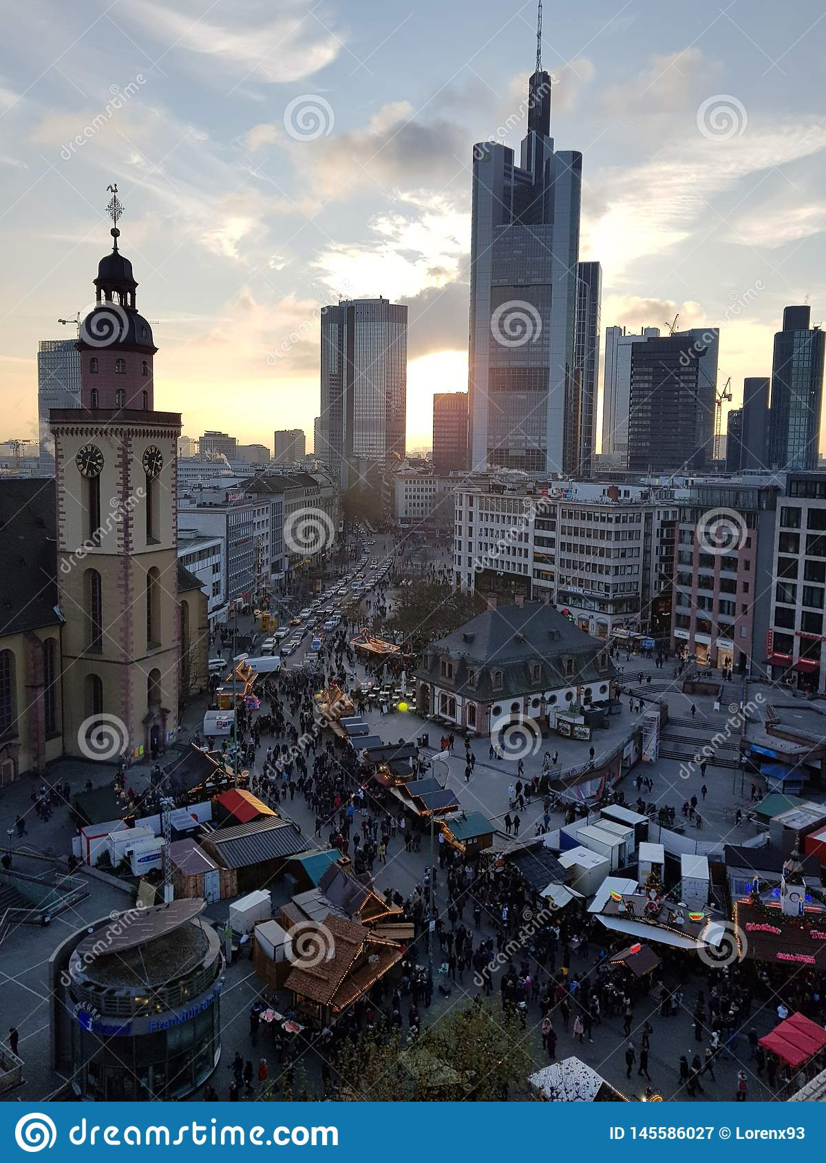 Ηλιοβασίλεμα αγοράς Χριστουγέννων