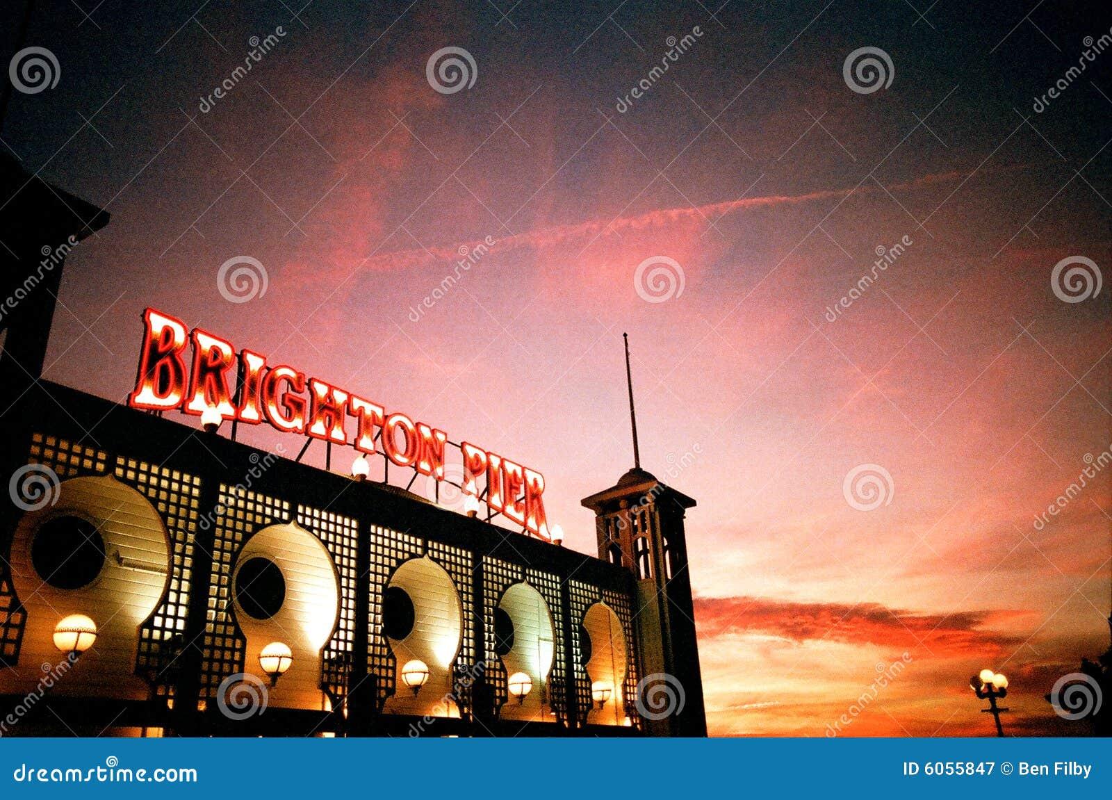 ηλιοβασίλεμα αποβαθρών του Μπράιτον
