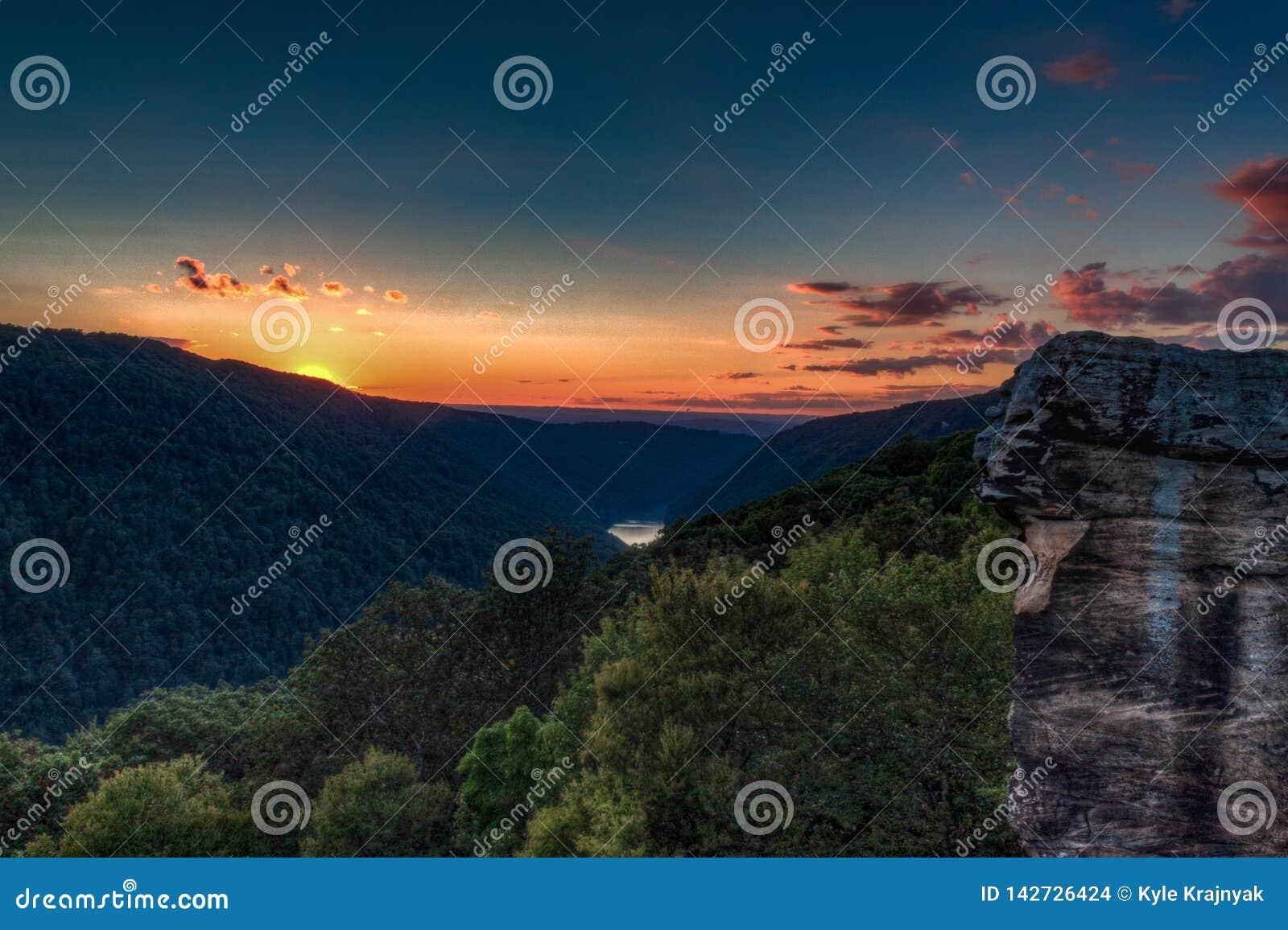 Ηλιοβασίλεμα από το βράχο κορακιών, κρατικό δάσος βράχου του Coopers