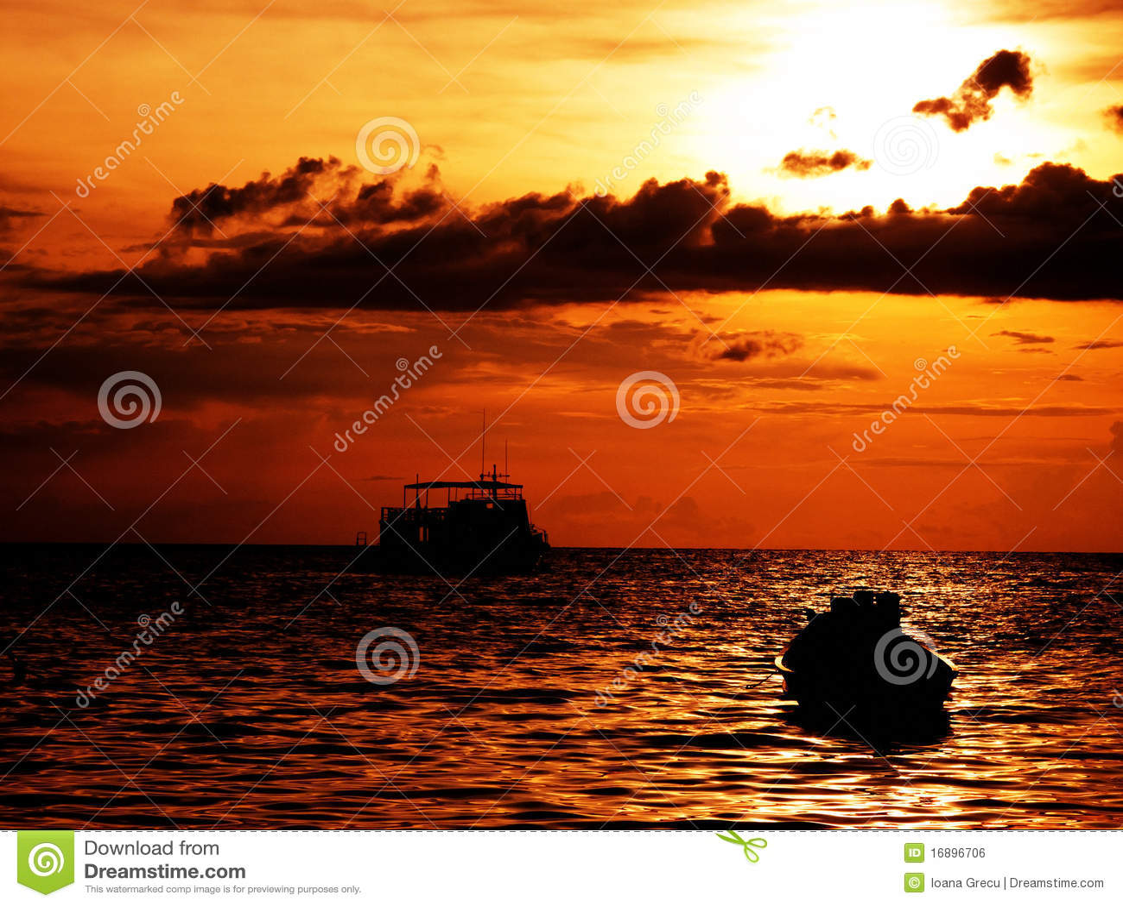 ηλιοβασίλεμα βαρκών