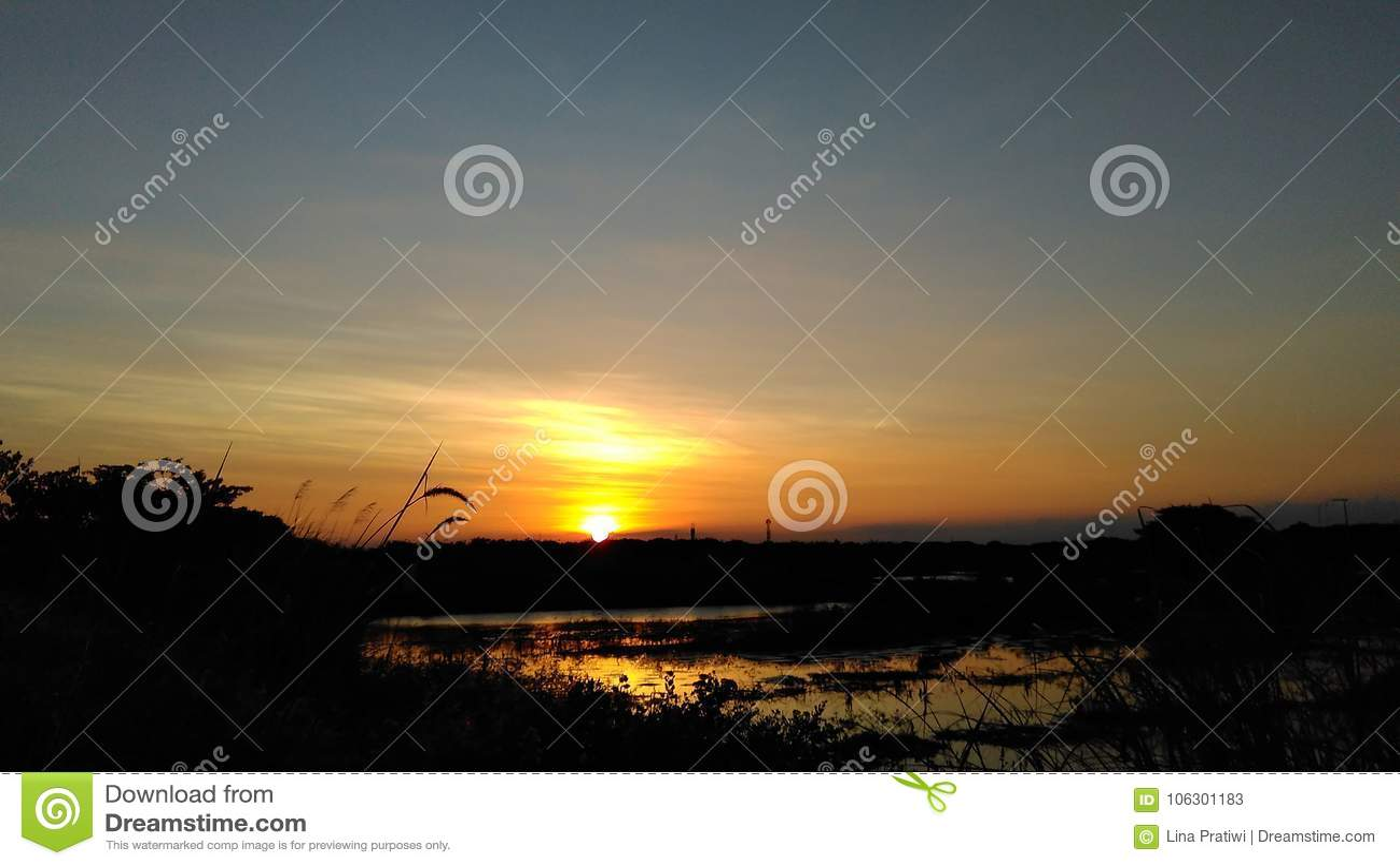 Ηλιοβασίλεμα και έλος