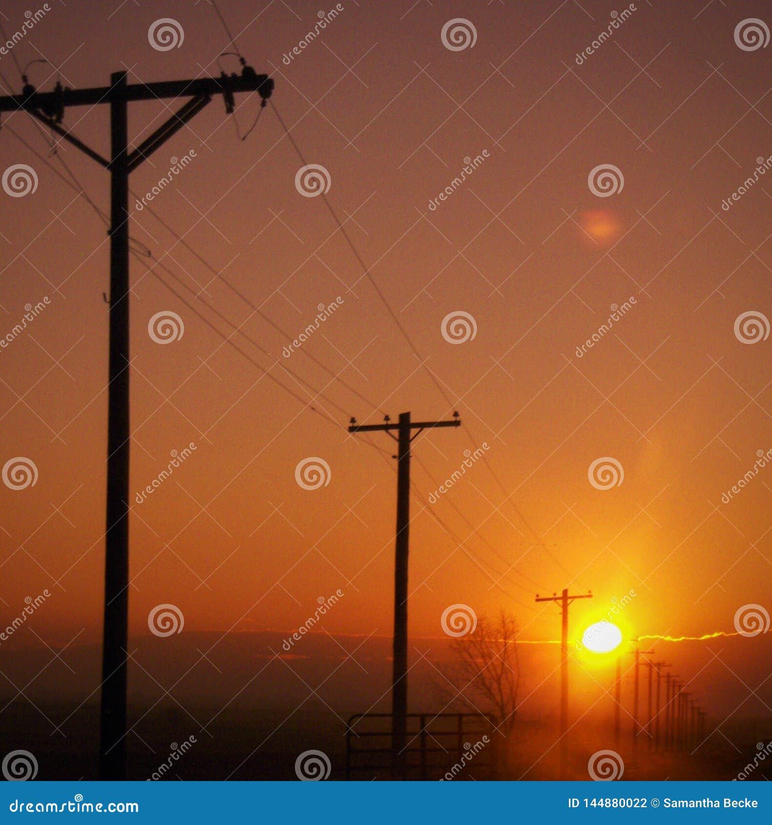 Ηλιοβασίλεμα πέρα από τα δύσκολα βουνά