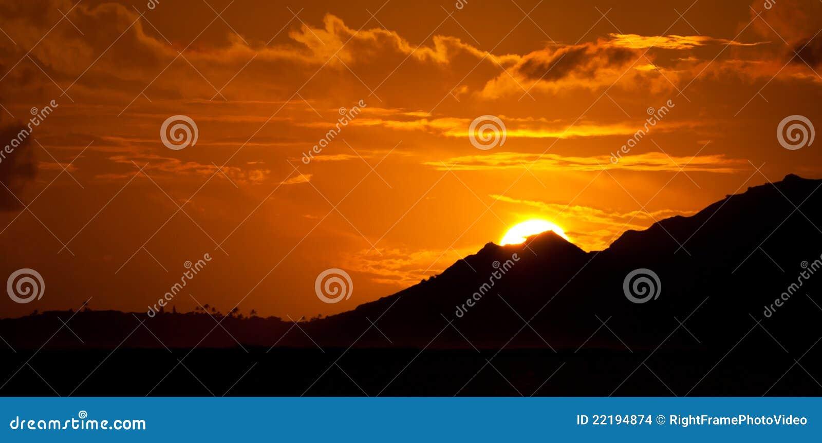 Ηλιοβασίλεμα στα βουνά