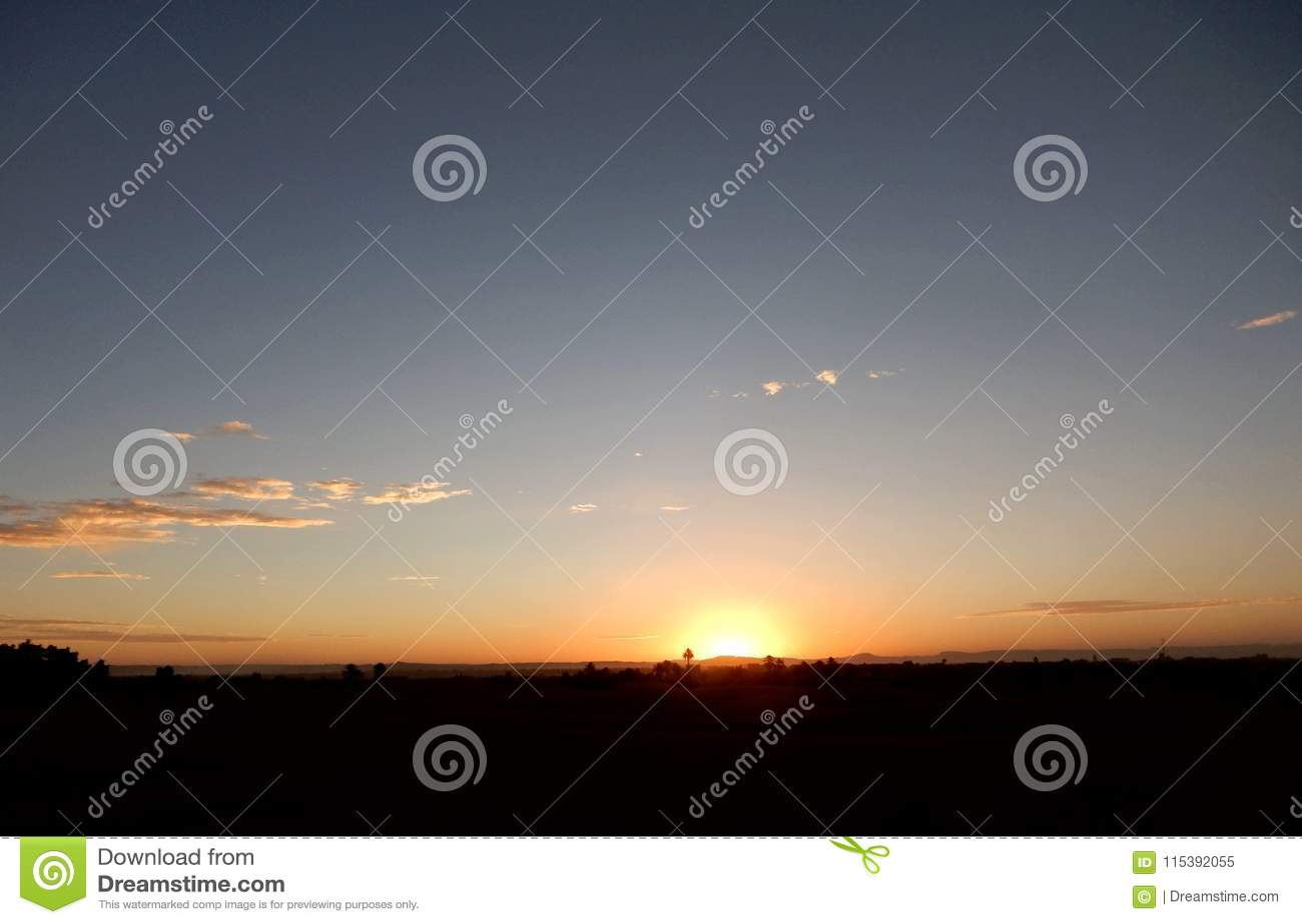 Ηλιοβασίλεμα στην έρημο Σαχάρα