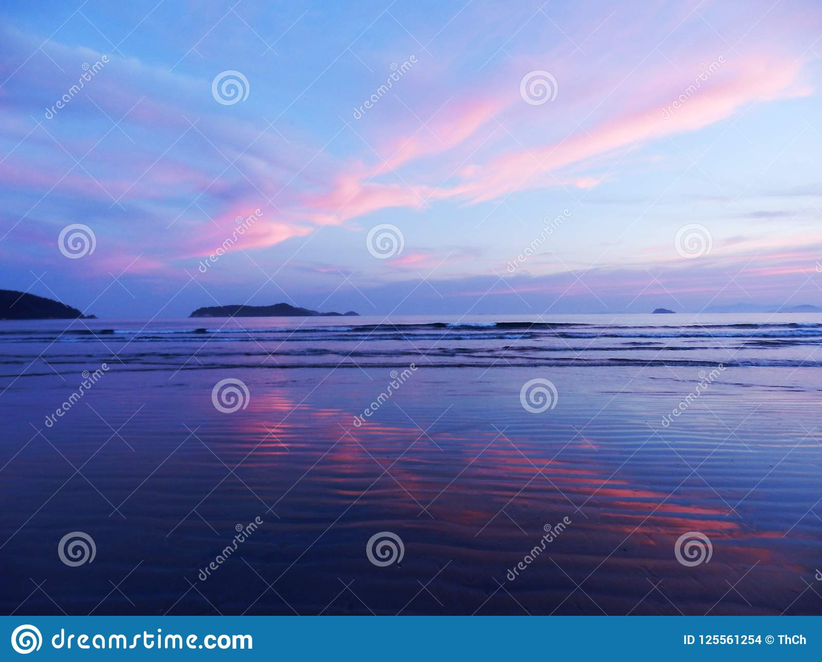 Ηλιοβασίλεμα στην παραλία DA Fazenda στο κράτος του Σάο Πάολο