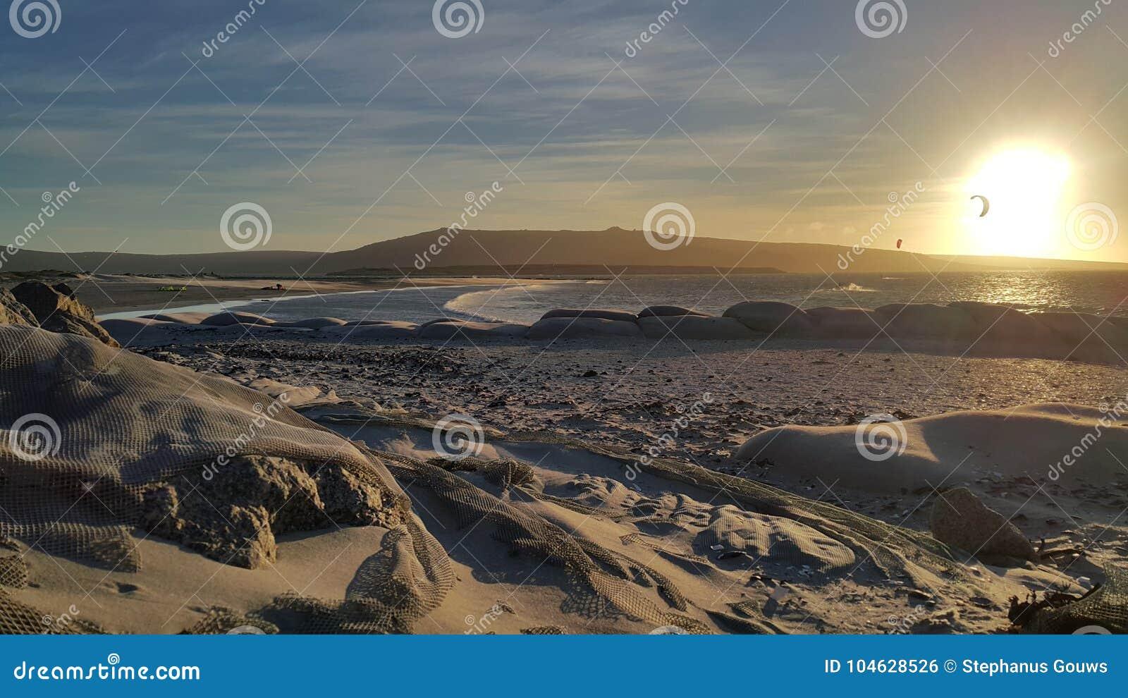 Ηλιοβασίλεμα στη λιμνοθάλασσα Langebaan στο δυτικό ακρωτήριο Νότια Αφρική