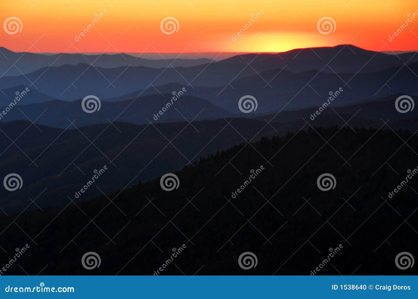 ηλιοβασίλεμα στρωμάτων