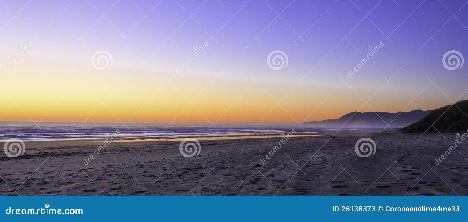 Ηλιοβασίλεμα του Όρεγκον παραλιών Rockaway