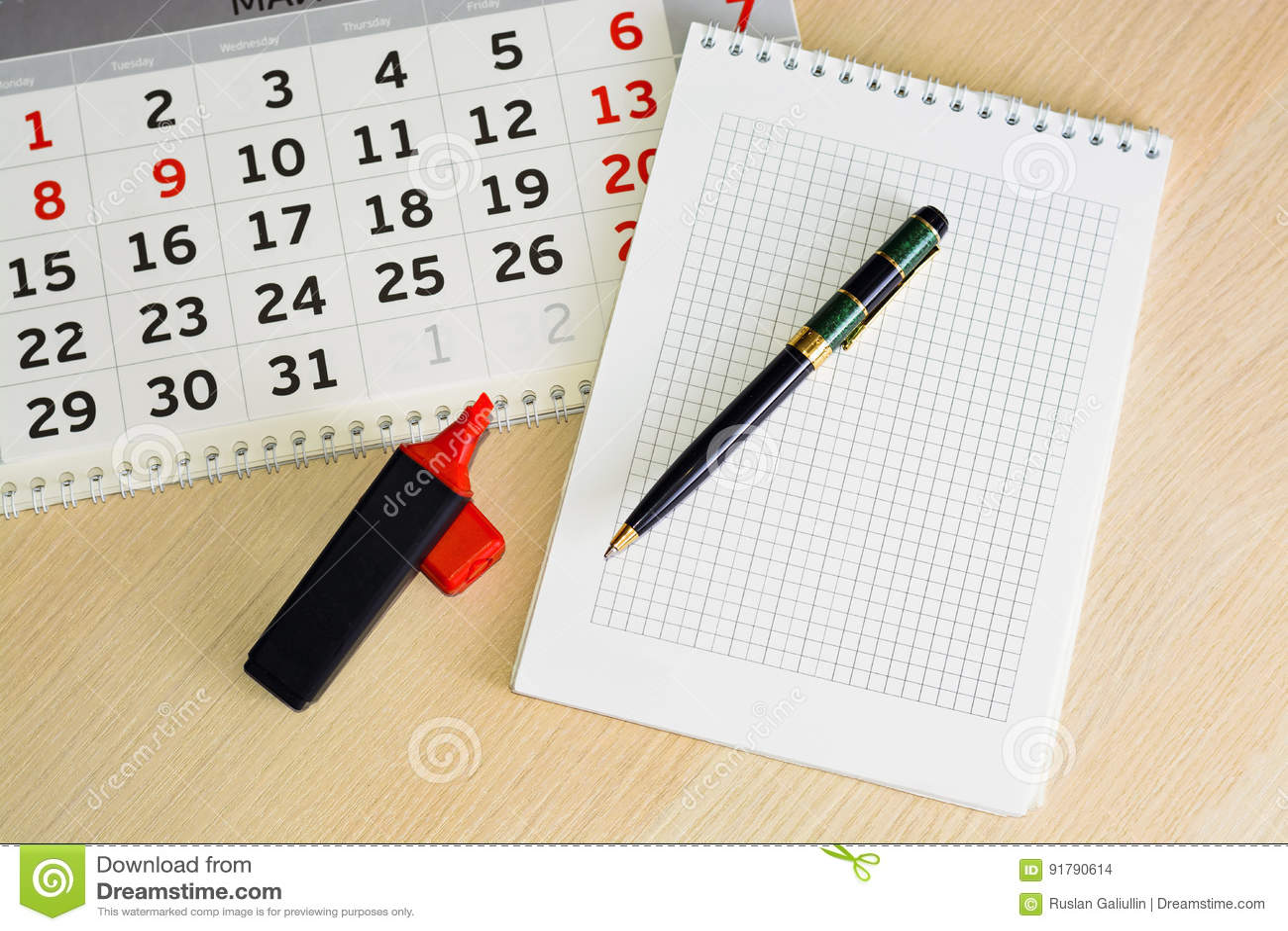 Ημερολόγιο κινηματογραφήσεων σε πρώτο πλάνο ο προγραμματισμός έννοιας, μετρά τις ημέρες, χρονική διαχείριση