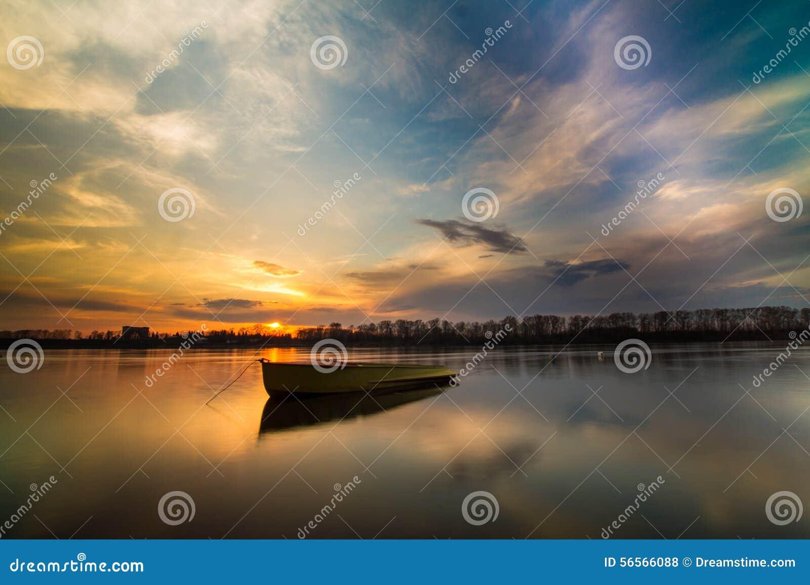 Download ηρεμία στοκ εικόνες. εικόνα από ηλιοβασίλεμα, μπορέστε - 56566088