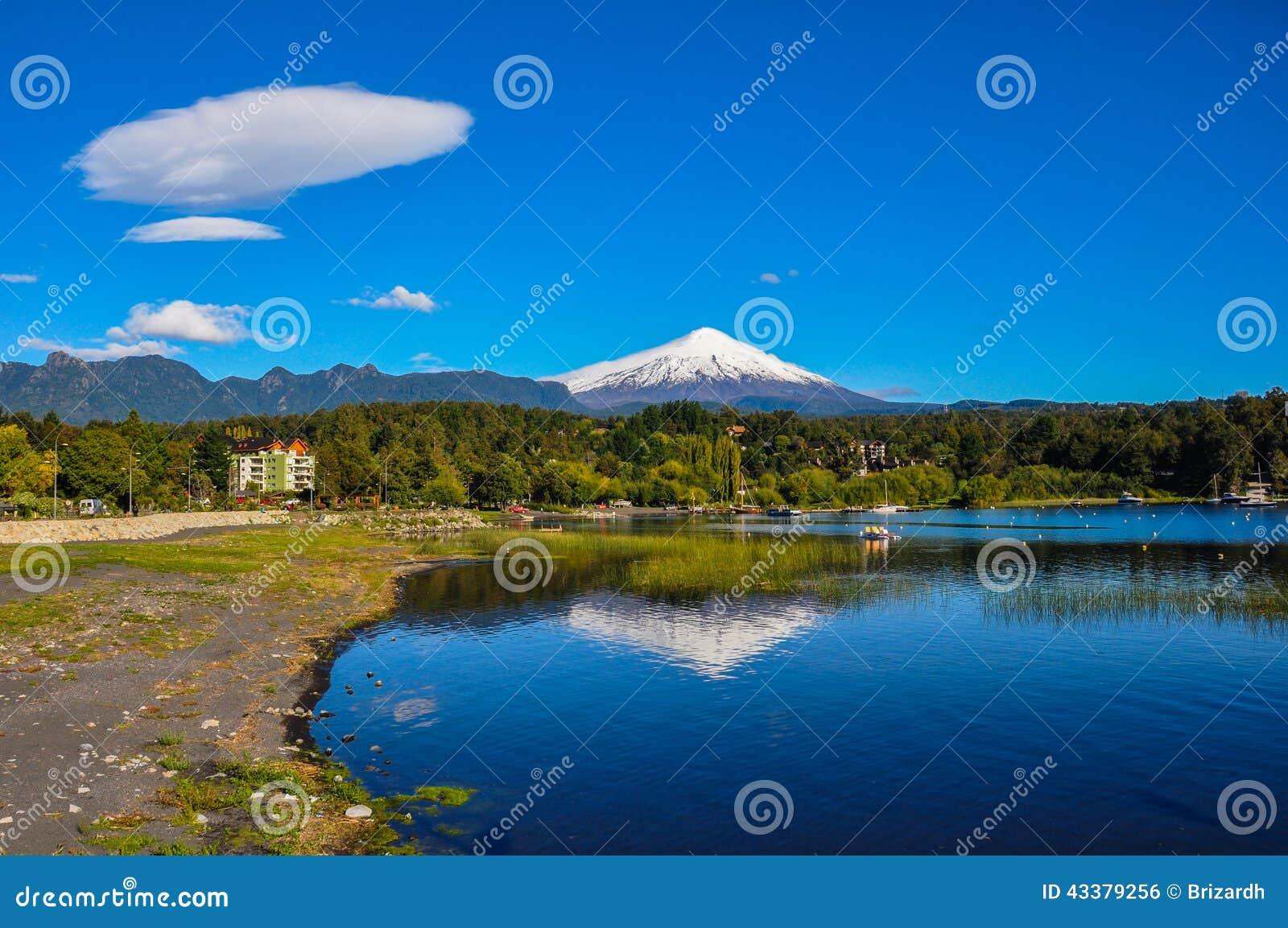 Ηφαίστειο Villarrica, που αντιμετωπίζεται από Pucon, Χιλή