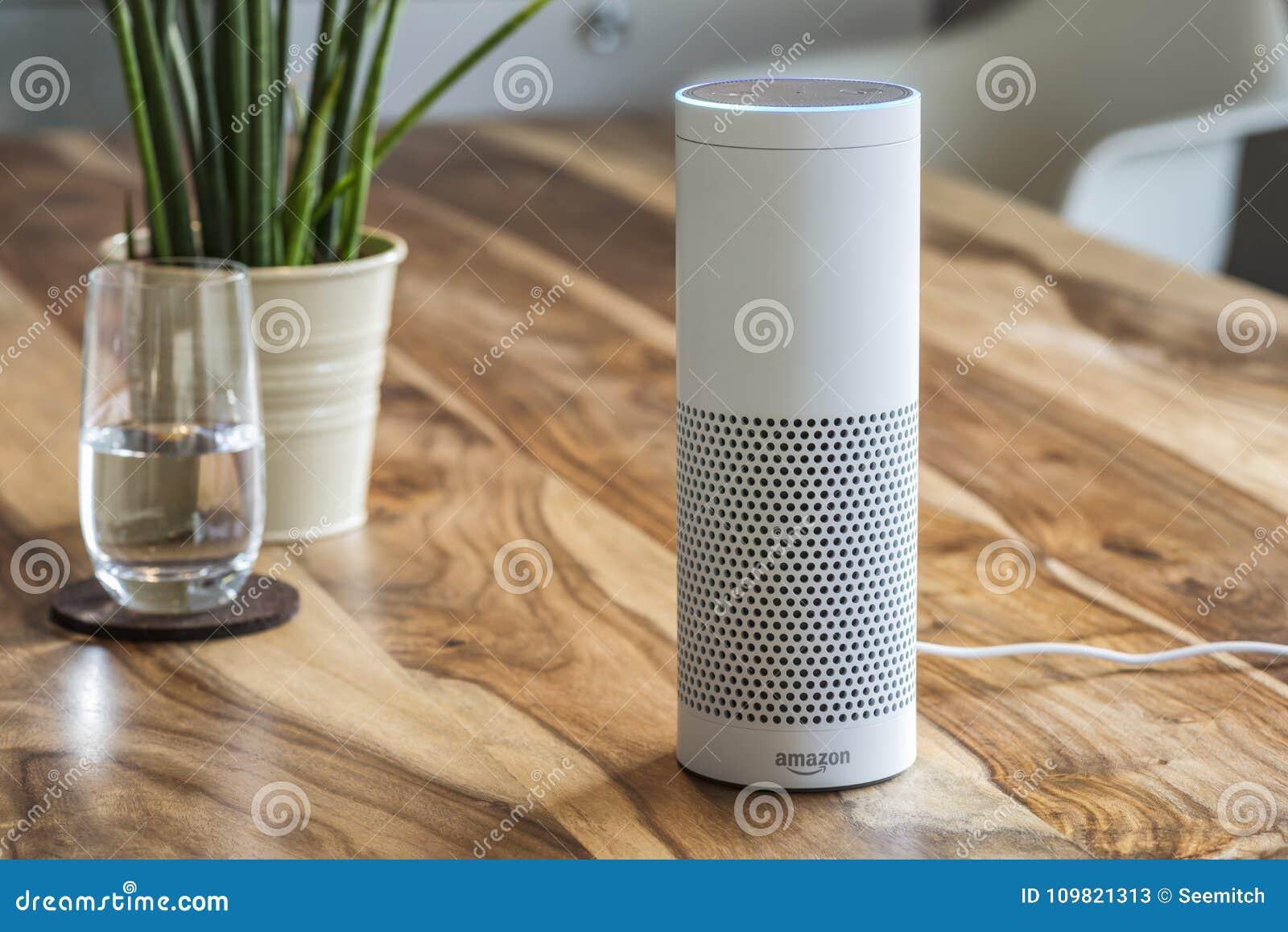 Ηχώ του Αμαζονίου συν, η ρέοντας συσκευή αναγνώρισης φωνής από το AM