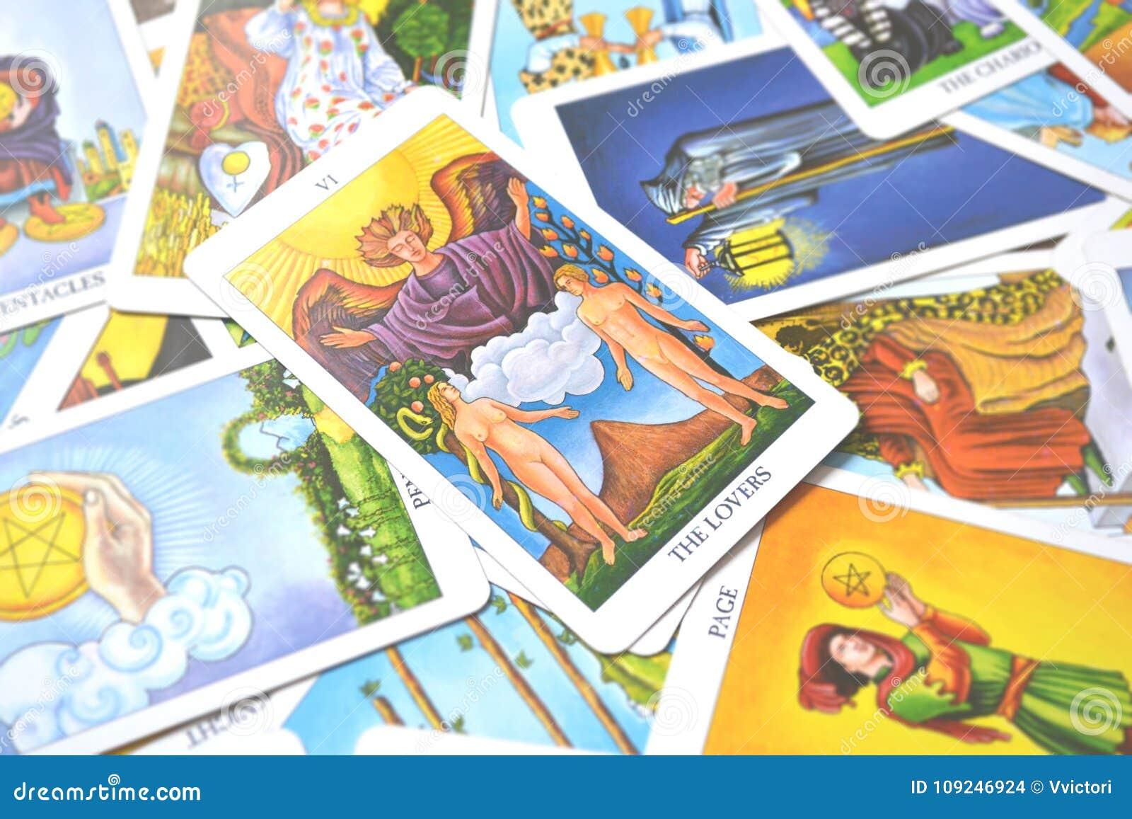 Η αγάπη συνεργασιών επιλογών αγάπης καρτών Tarot εραστών