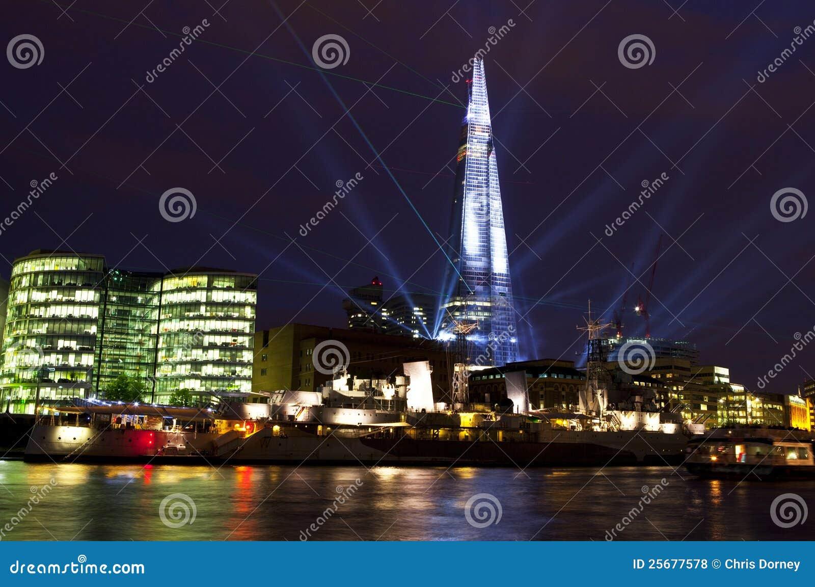 Η ακτίνα λέιζερ Shard εμφανίζει στο Λονδίνο