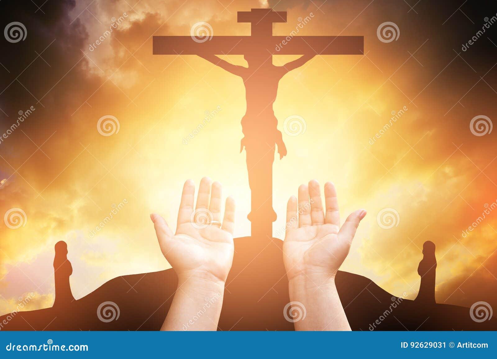 Η ανθρώπινη ανοικτή παλάμη χεριών λατρεύει επάνω Η θεραπεία Eucharist ευλογεί το Θεό αυτός