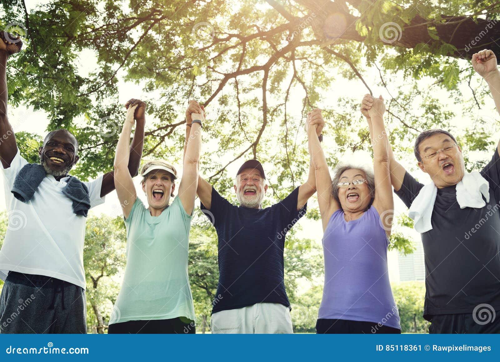 Η ανώτερη άσκηση φίλων ομάδας χαλαρώνει την έννοια