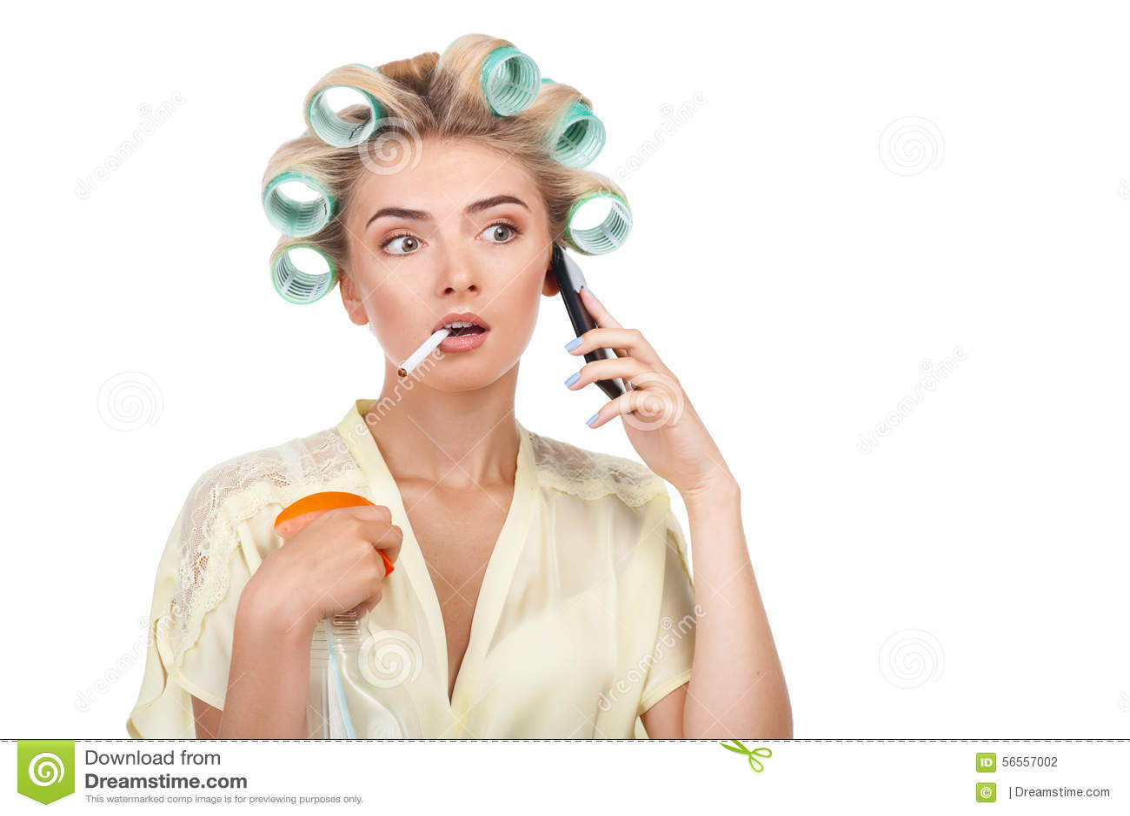 Download Η αρκετά νέα γυναίκα μιλά στο τηλέφωνο και Στοκ Εικόνες - εικόνα από καλλιέργεια, υγιής: 56557002
