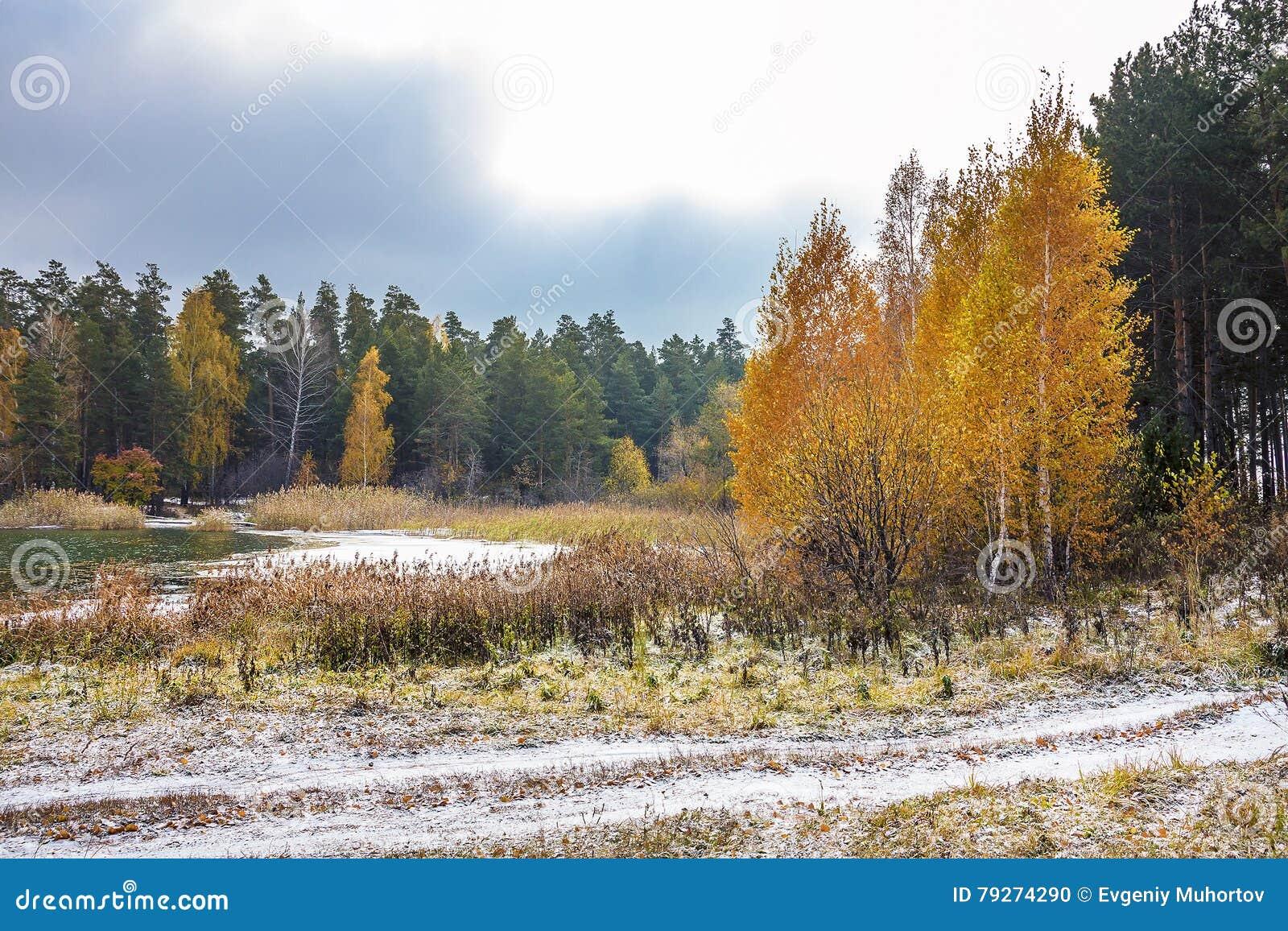 Η αρχή του ρωσικού χειμώνα Σιβηρία, η ακτή του Ο