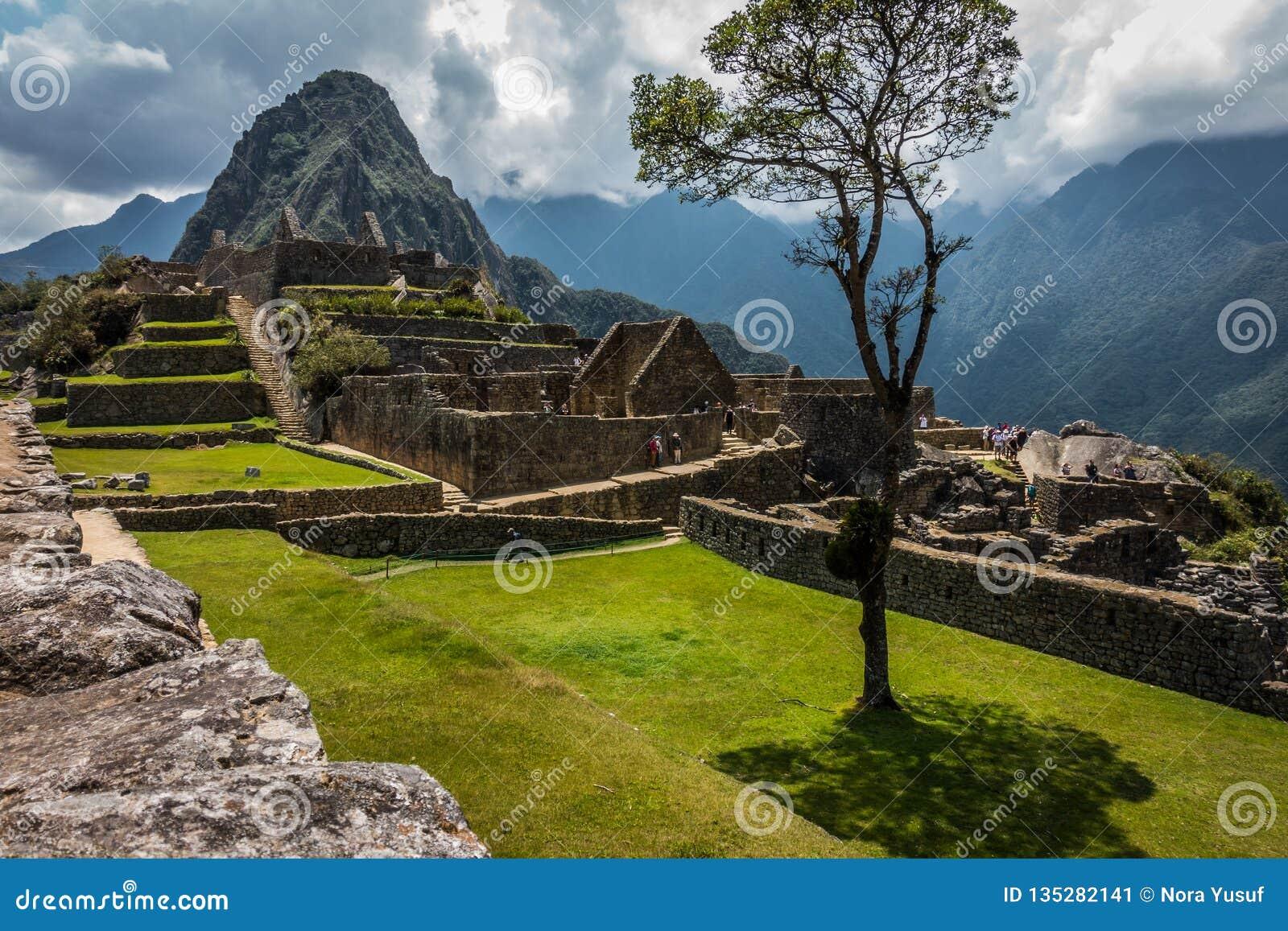 Η αρχαία καταστροφή πετρών σε Machu Picchu