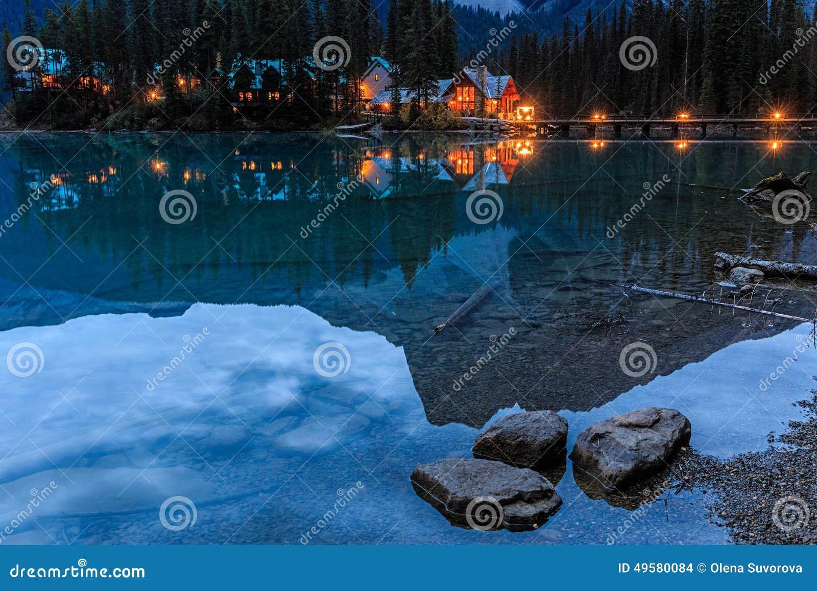 η βρετανική σμαραγδένια λίμνη του Καναδά Κολούμπια εντόπισε το εθνικό yoho πάρκων