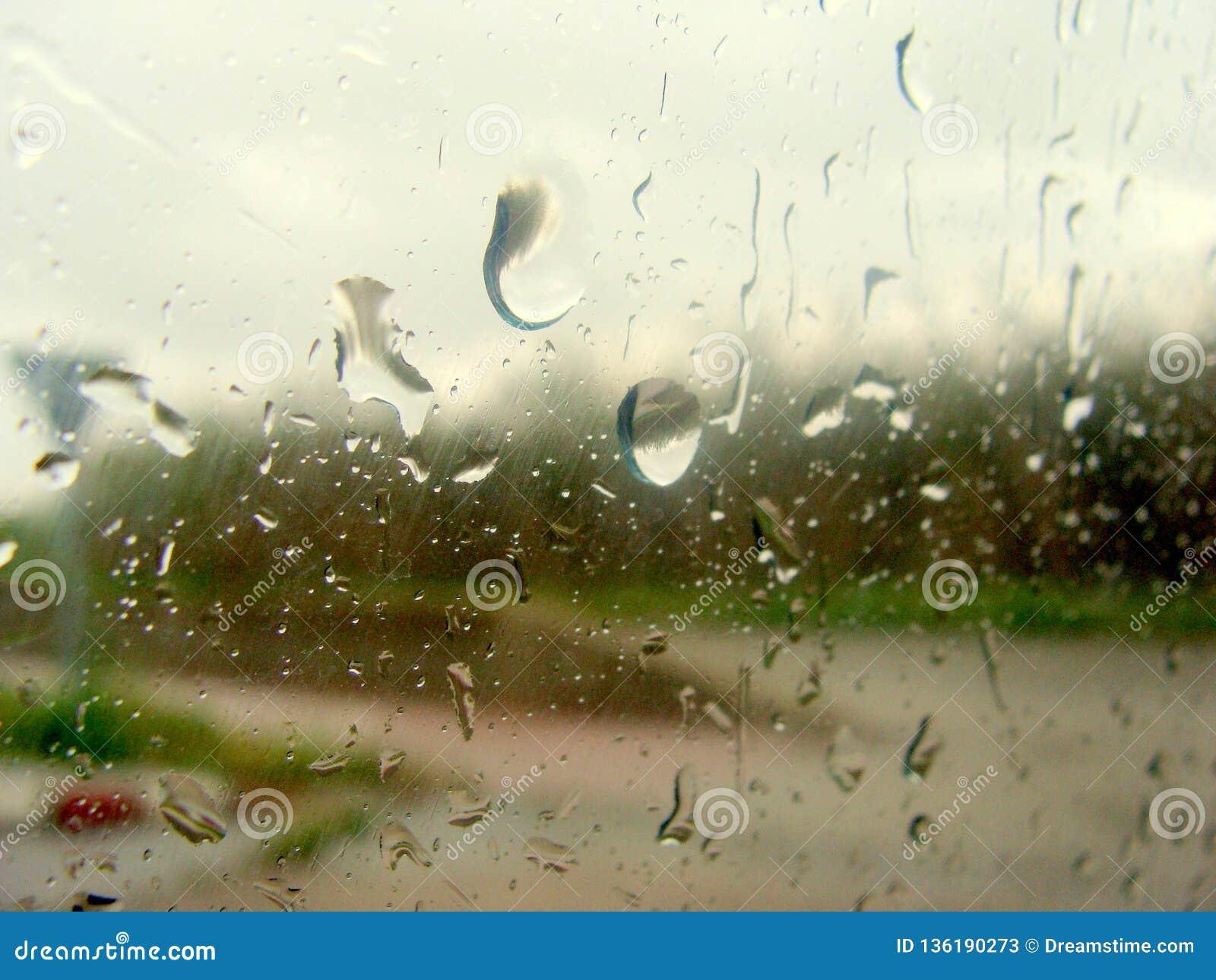 Η βροχή στο γυαλί