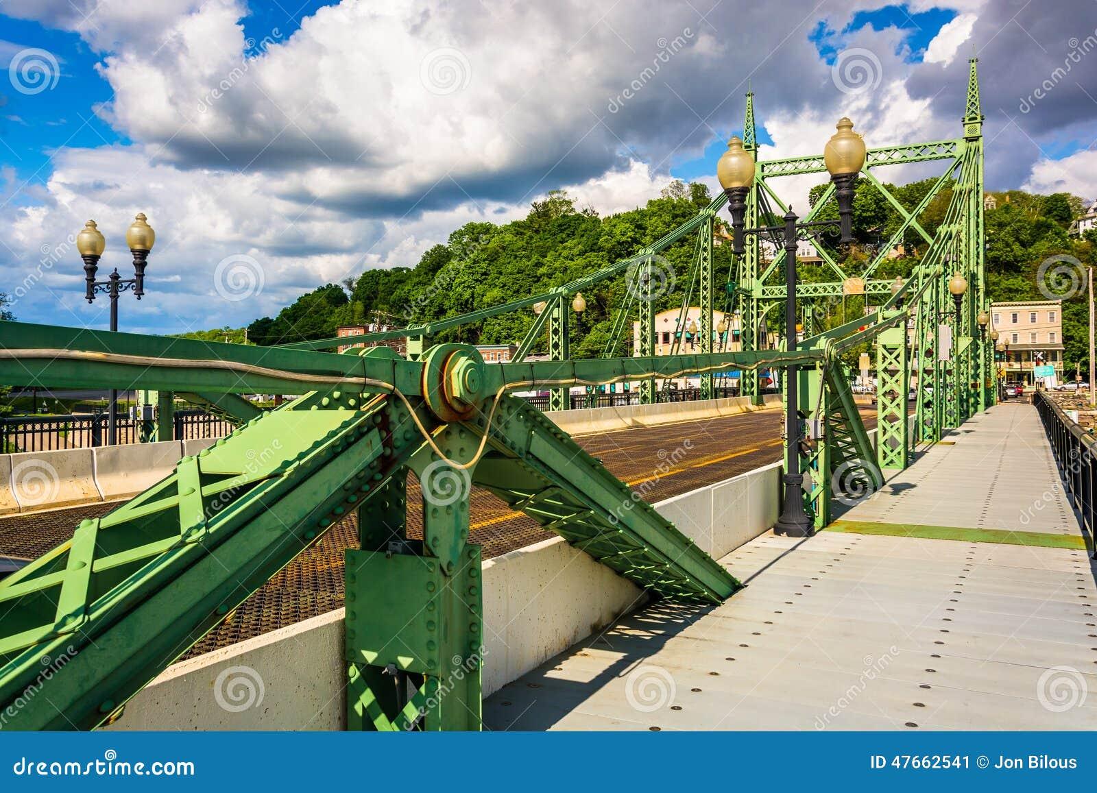 Η γέφυρα οδών του Νόρθαμπτον πέρα από τον ποταμό του Ντελαγουέρ στο Easton,