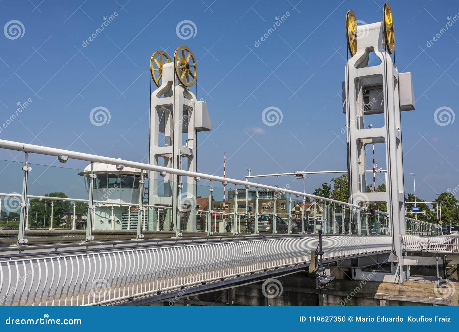 Η γέφυρα πέρα από τον ποταμό ijssel στην πόλη Κάτω Χώρες Ολλανδία