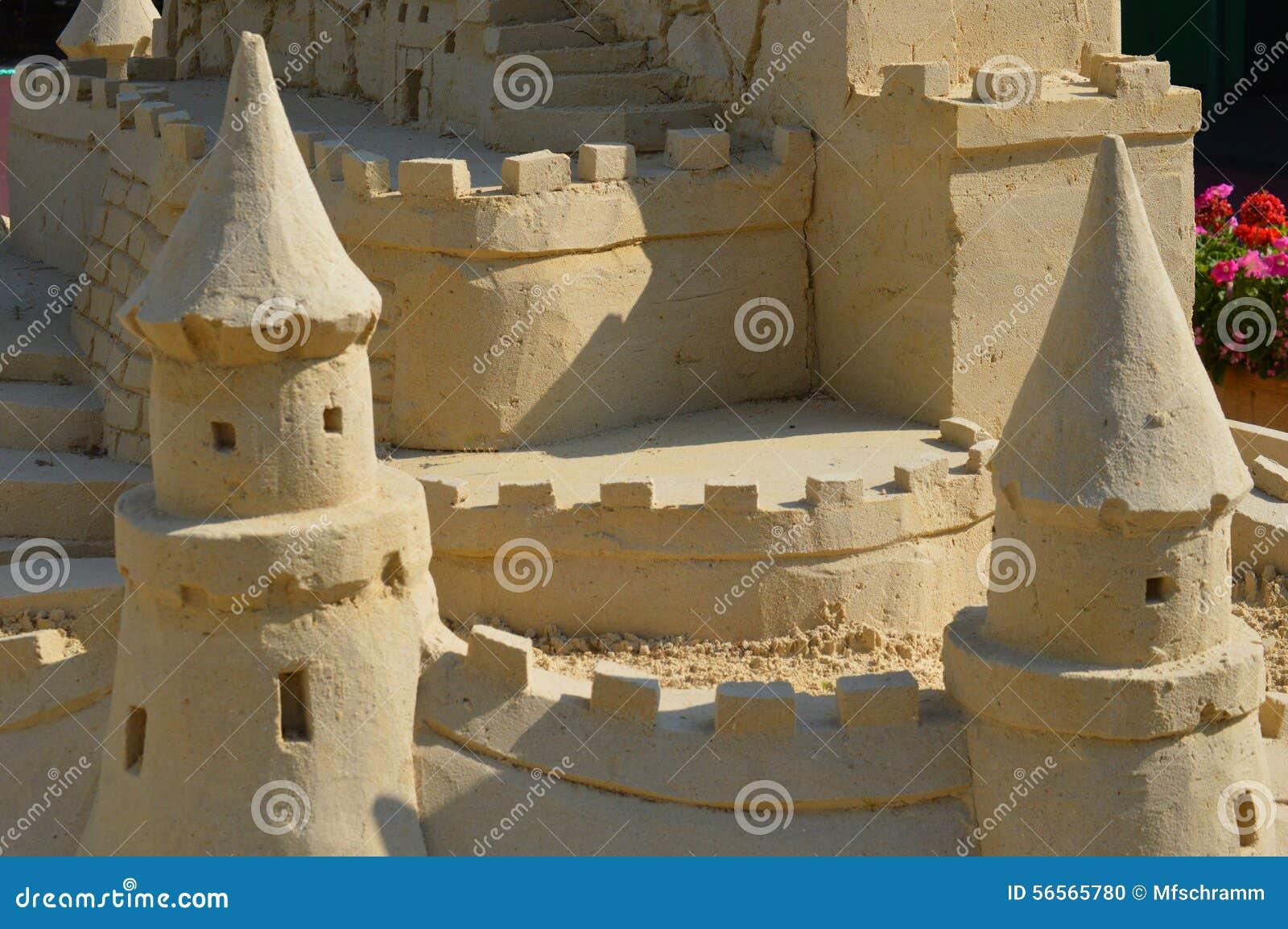 Download η γίνοντη κάστρο άμμος παραλιών σμιλεύει τη μορφή Στοκ Εικόνες - εικόνα από θάλασσα, γλυπτό: 56565780
