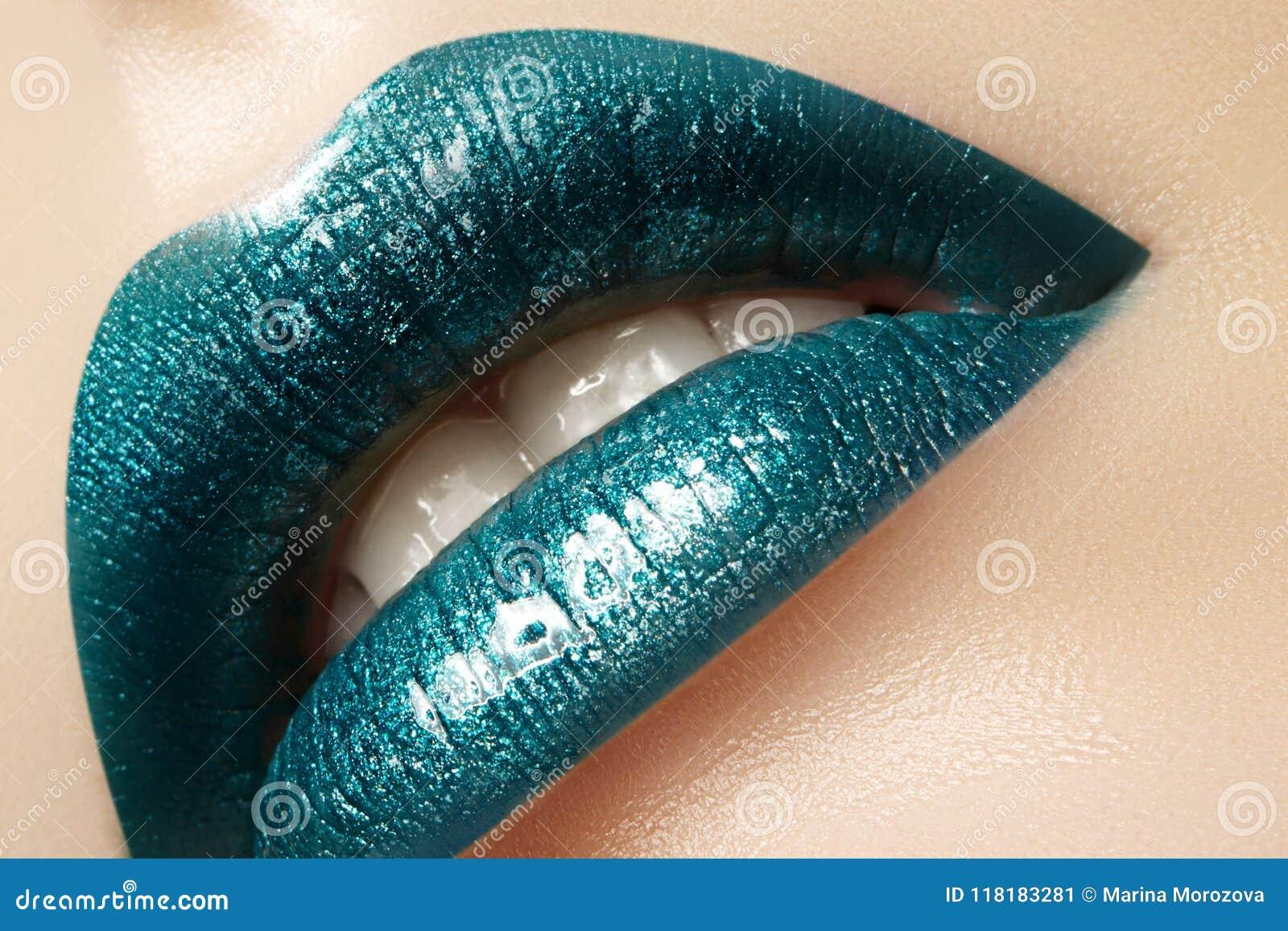 Η γοητεία πράσινη σχολιάζει τη χειλική σύνθεση Πυροβολισμός ομορφιάς μόδας makeup Τα προκλητικά πλήρη χείλια κινηματογραφήσεων σε