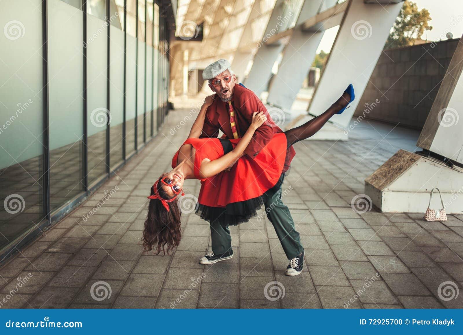 Συνδέστε τον χορό περιστασιακή dating με σιλουέτα