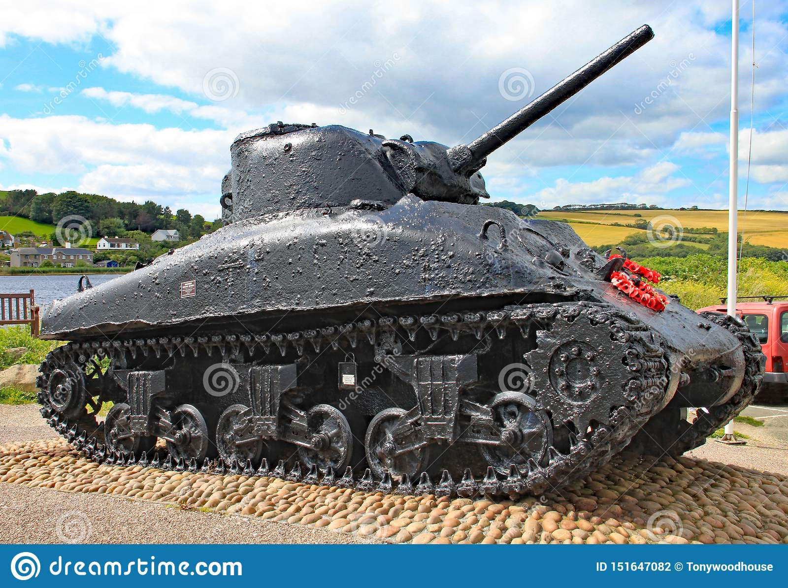 Η δεξαμενή Sherman στις άμμους Slapton στο Devon Βυθίστηκε στη δράση κατά τη διάρκεια της τίγρης άσκησης που ήταν μια πρόβα για τ