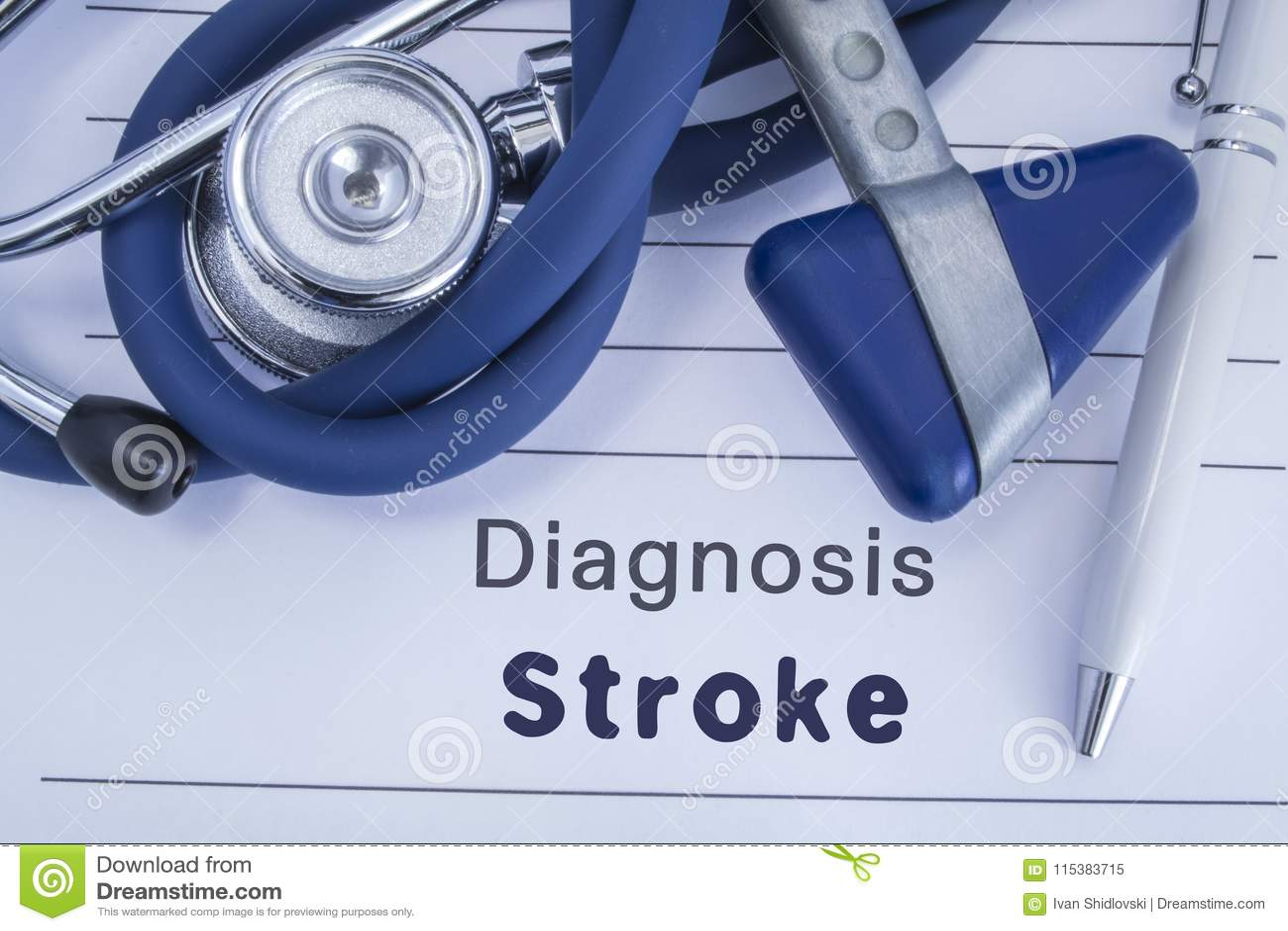 Η διάγνωση του κτυπήματος Ιατρικό ιστορικό εγγράφου με τη διάγνωση του κτυπήματος, στην οποία μπλε στηθοσκόπιο ψέματος, νευρολογι