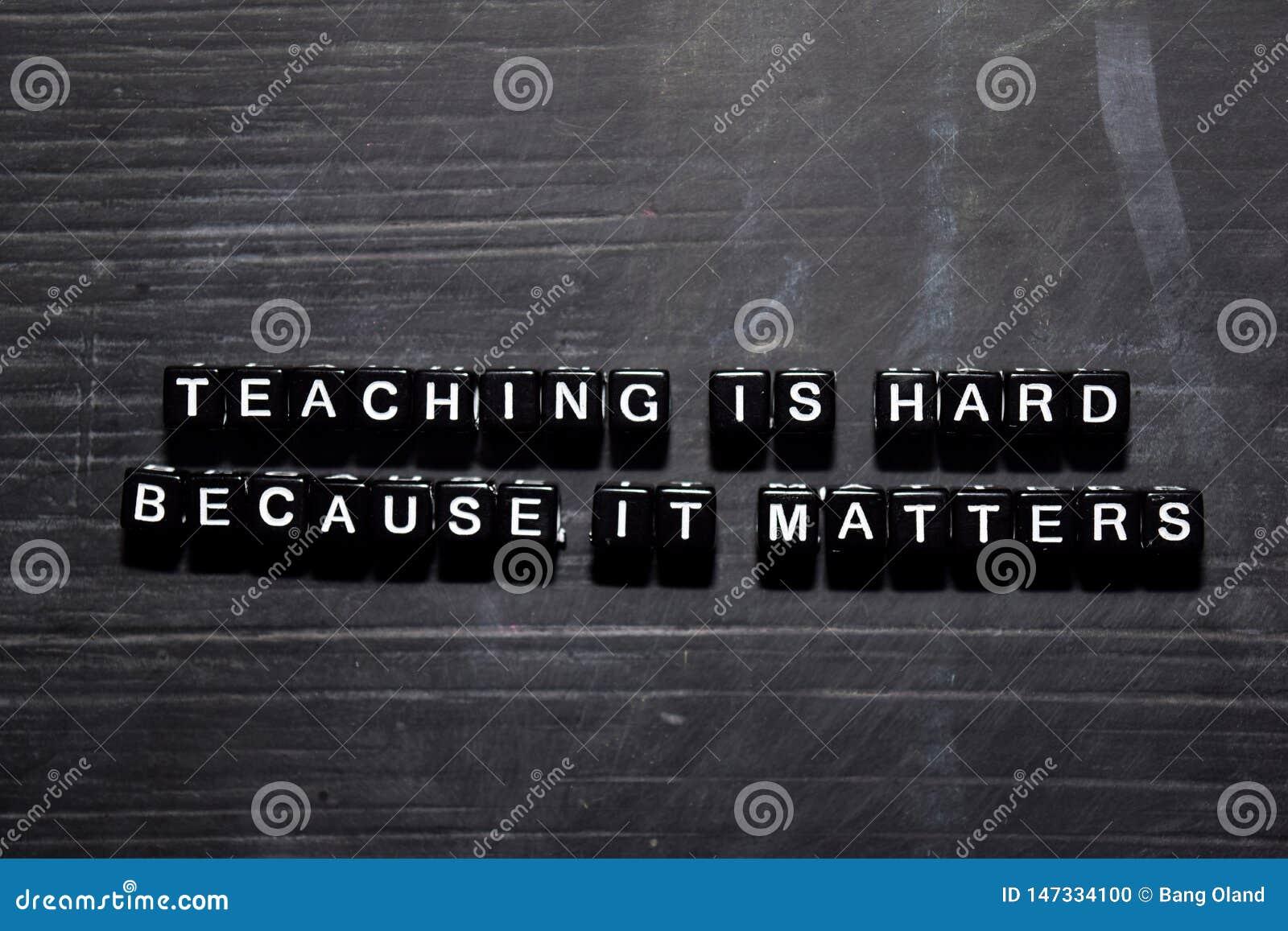 Η διδασκαλία είναι σκληρή επειδή πειράζει στους ξύλινους φραγμούς Έννοια εκπαίδευσης, κινήτρου και έμπνευσης
