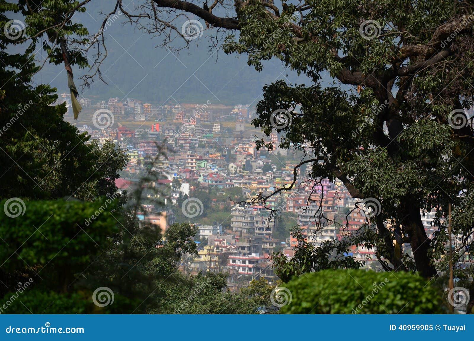 Η εικονική παράσταση πόλης του Κατμαντού Νεπάλ εξετάζει στο ναό Swayambhunath