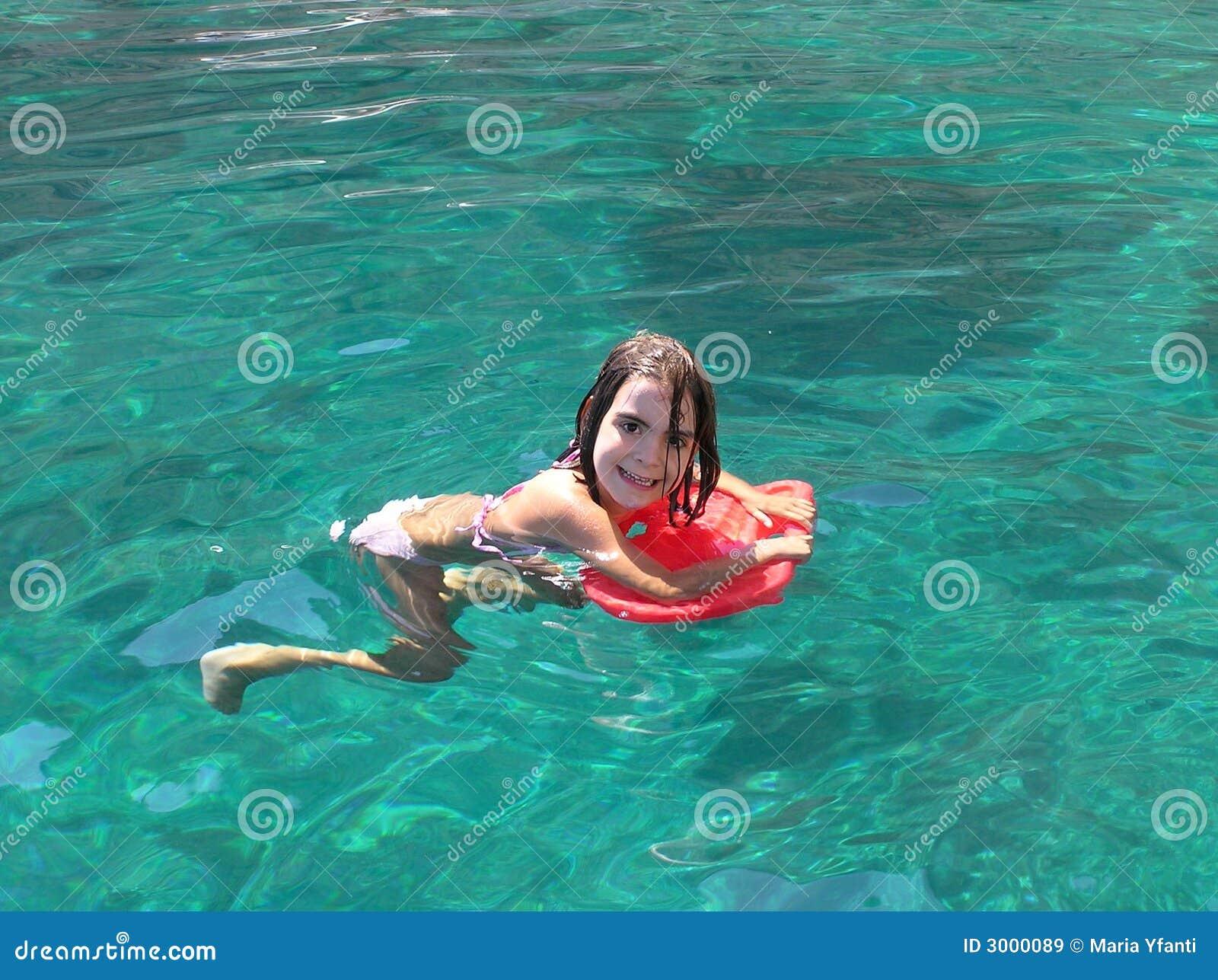 η εκμάθηση κολυμπά