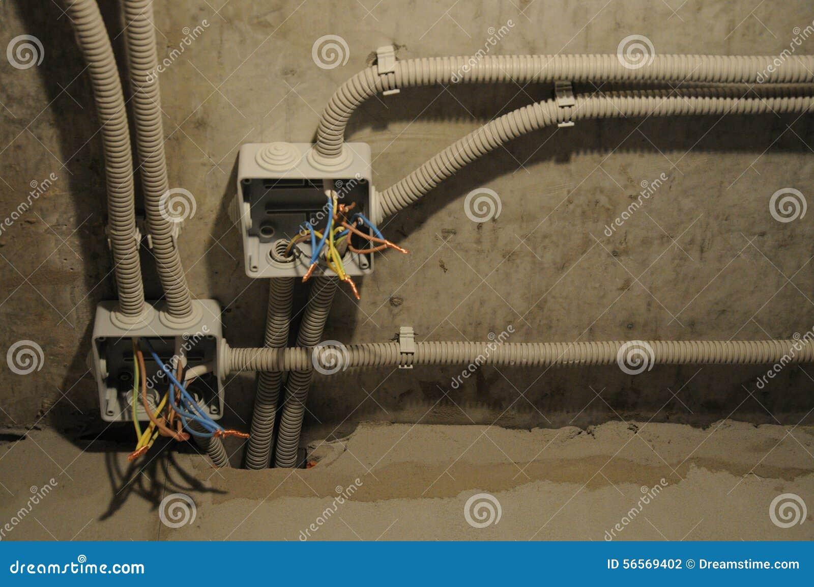 Download Ηλεκτρικά καλώδια, κιβώτια σύνδεσης Στοκ Εικόνες - εικόνα από μάνικα, συνδετήρες: 56569402