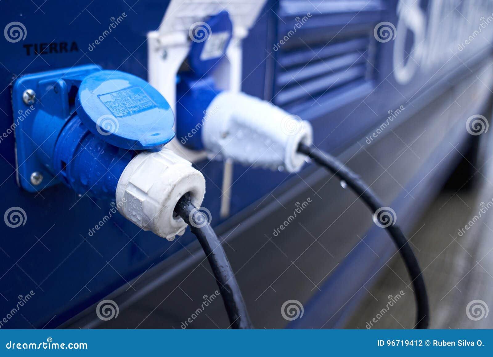 Ηλεκτρικοί συνδετήρες στο όχημα δύναμης