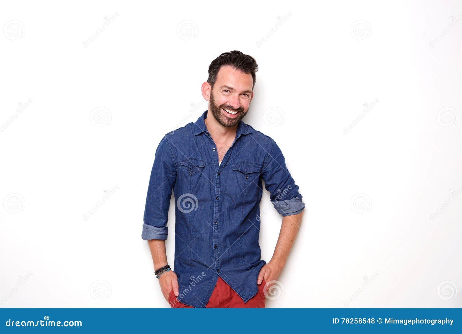 Η ευτυχής ώριμη πρότυπη τοποθέτηση μόδας με παραδίδει την τσέπη