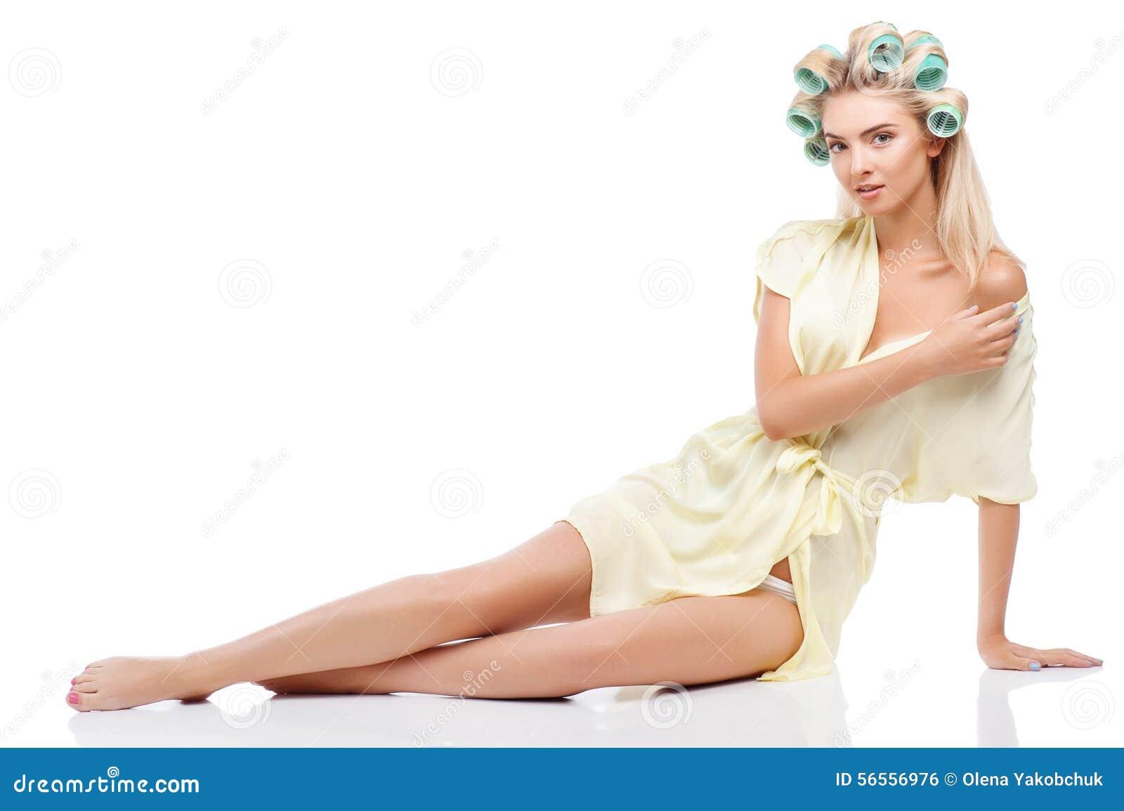 Download Η ελκυστική νέα νοικοκυρά παραπλανεί το σύζυγό της Στοκ Εικόνες - εικόνα από μοντέλο, ένας: 56556976
