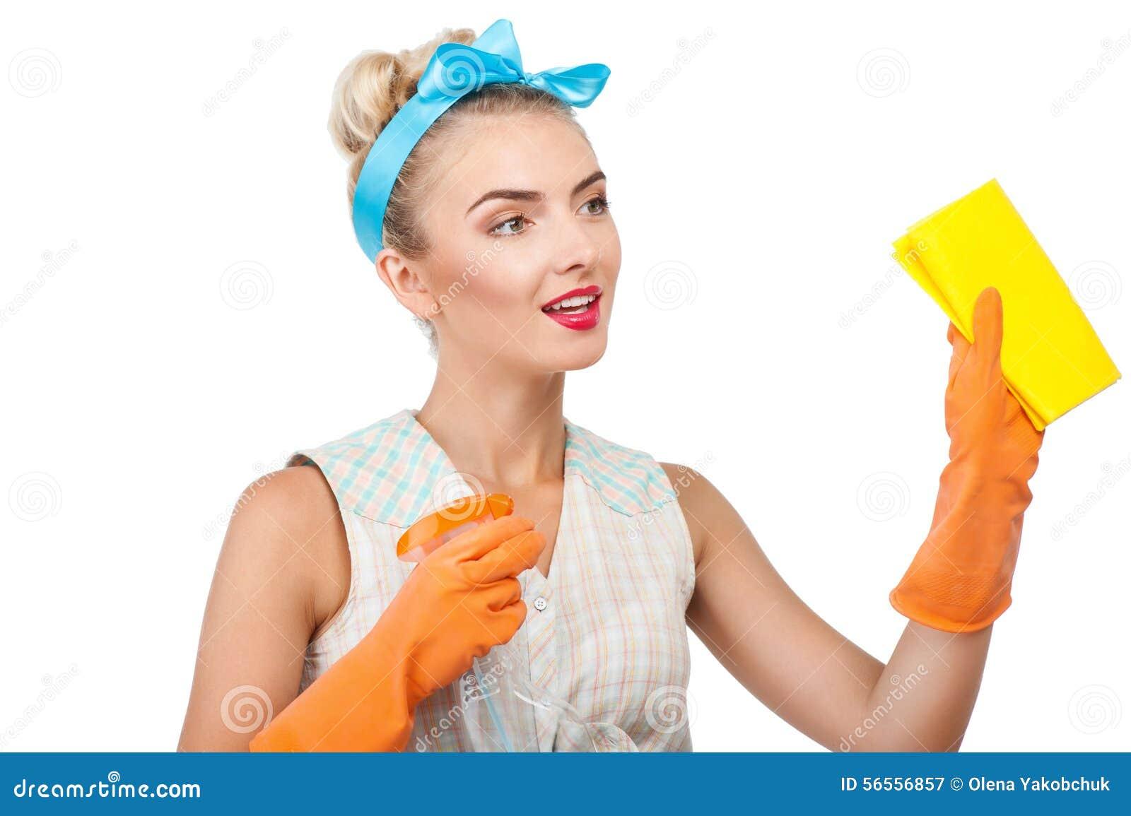 Download Η ελκυστική νέα ξανθή νοικοκυρά κάνει τον καθαρισμό Στοκ Εικόνα - εικόνα από οικογένεια, εύθυμος: 56556857