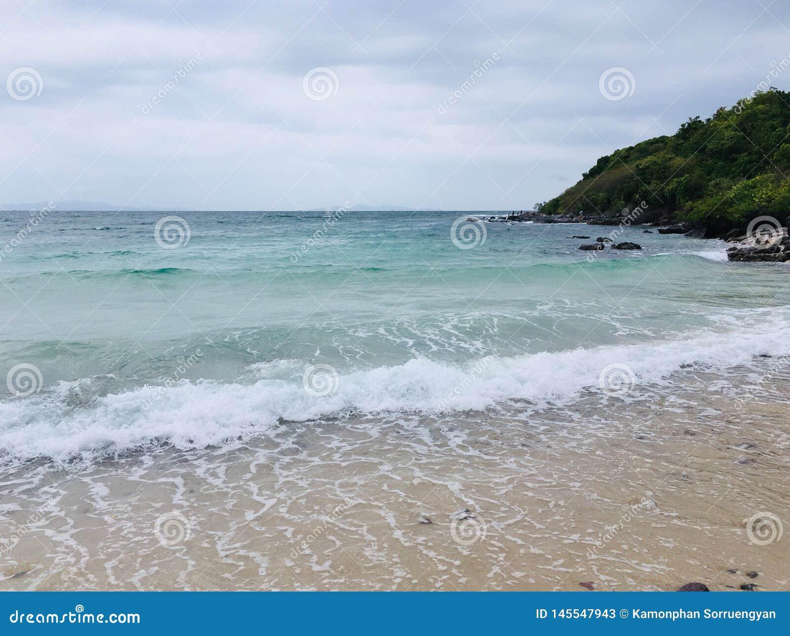 Η θάλασσα κατά τη διάρκεια ενός θερινού χρόνου στην Ταϊλάνδη, Koh στο νησί του τοπικού LAN, Rayong