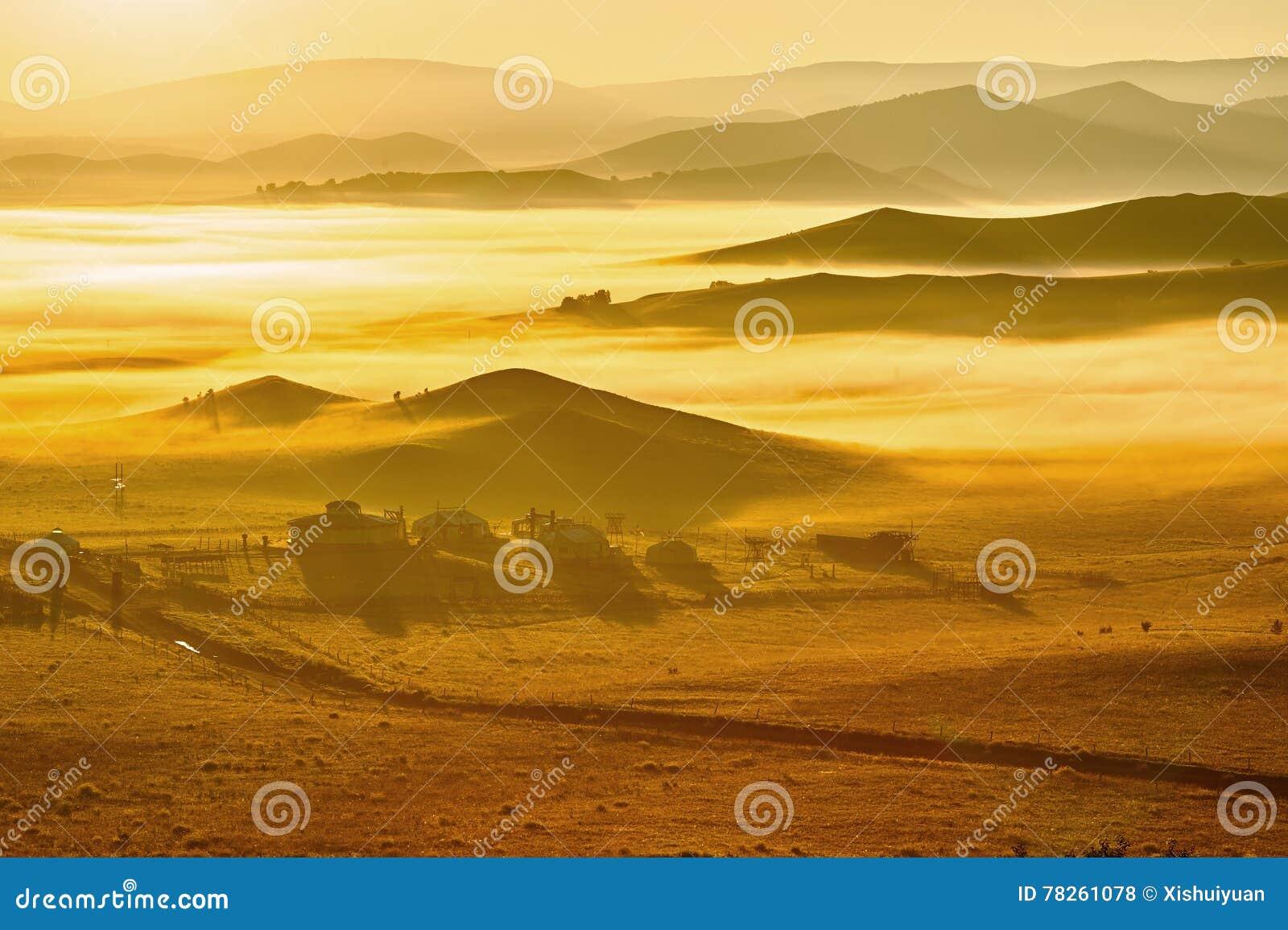 Η θάλασσα των σύννεφων και των μογγολικών yurts στη στέπα