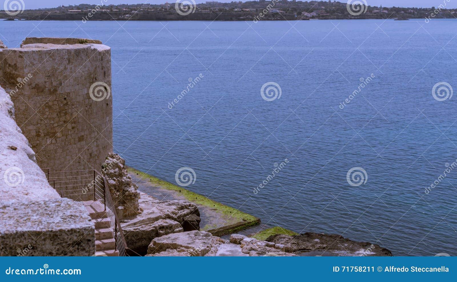 Η θάλασσα Siracusa - της Ιταλίας